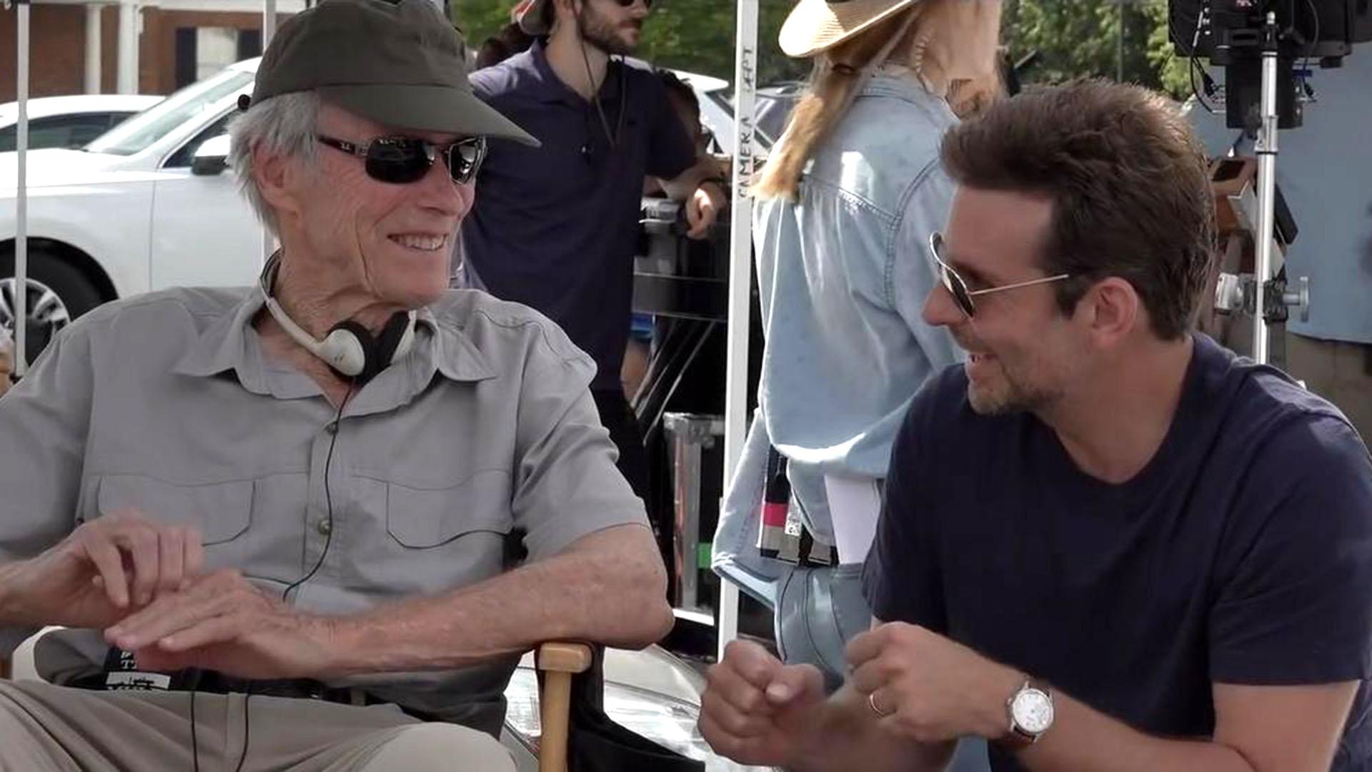 """Clint Easwood, detrás de cámaras, dialoga con Bradley Cooper, el protagonista de """"La Mula"""""""