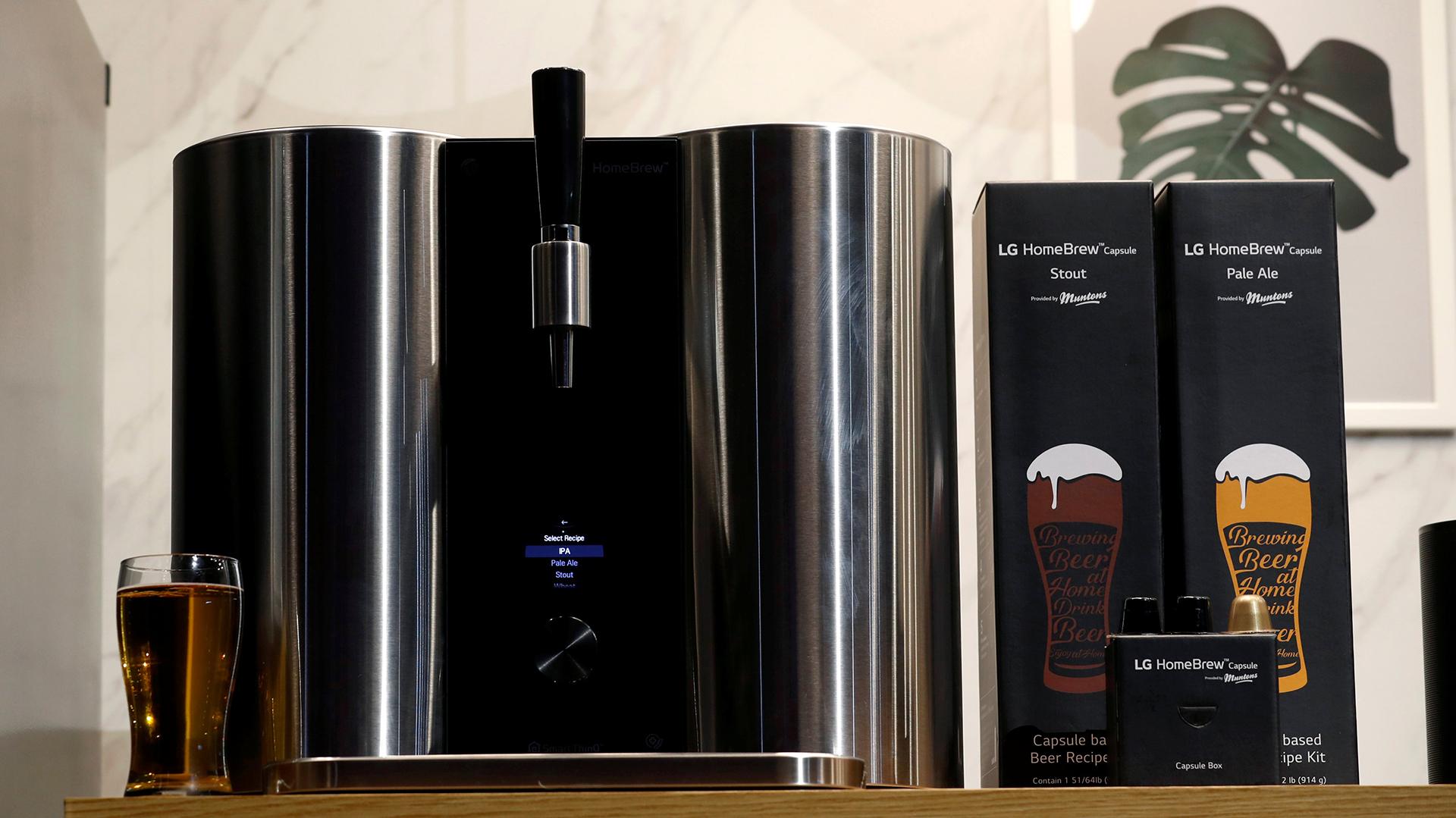 HomeBrew de LG, la máquina para hacer cerveza casera con cápsulas (Reuters)