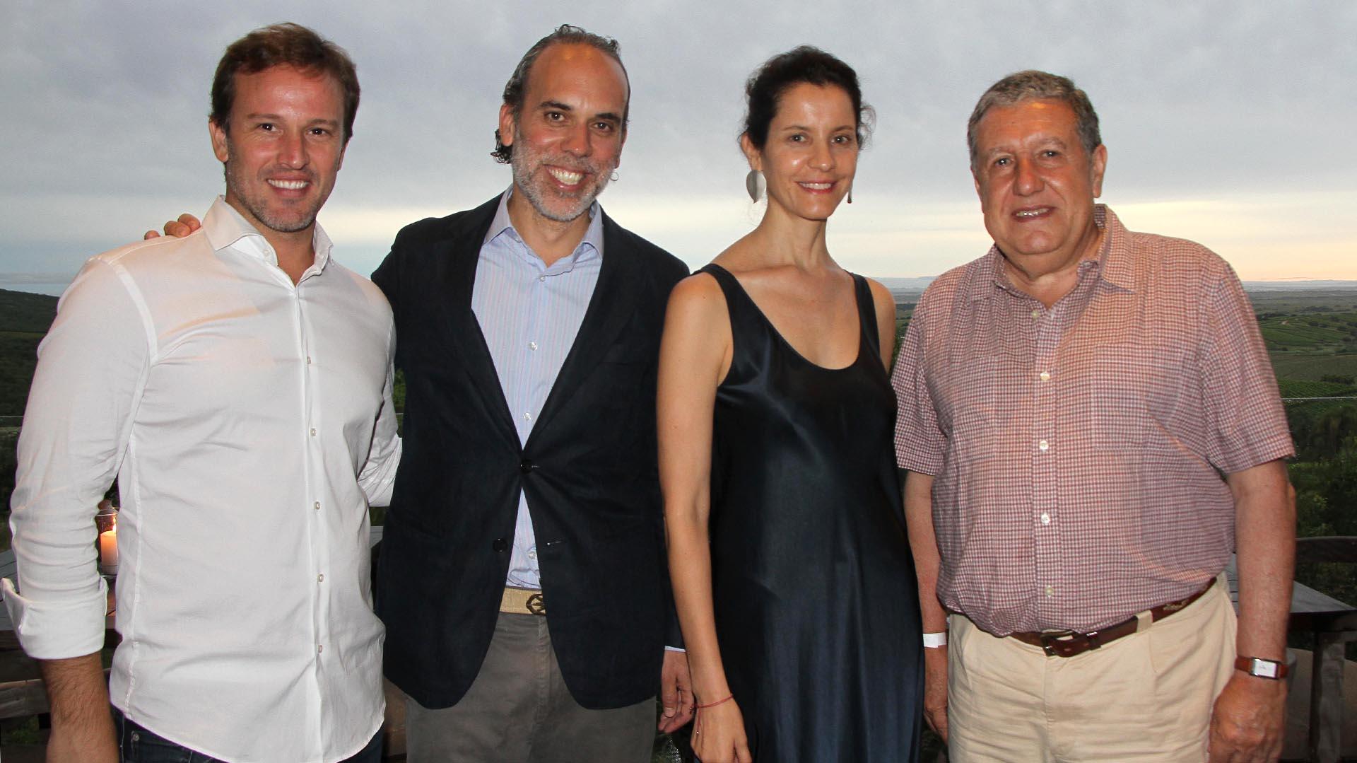 Carlos Gareis junto a Richard Willmott, su mujer Carolina, y Ramón Puerta, embajador de Argentina en España