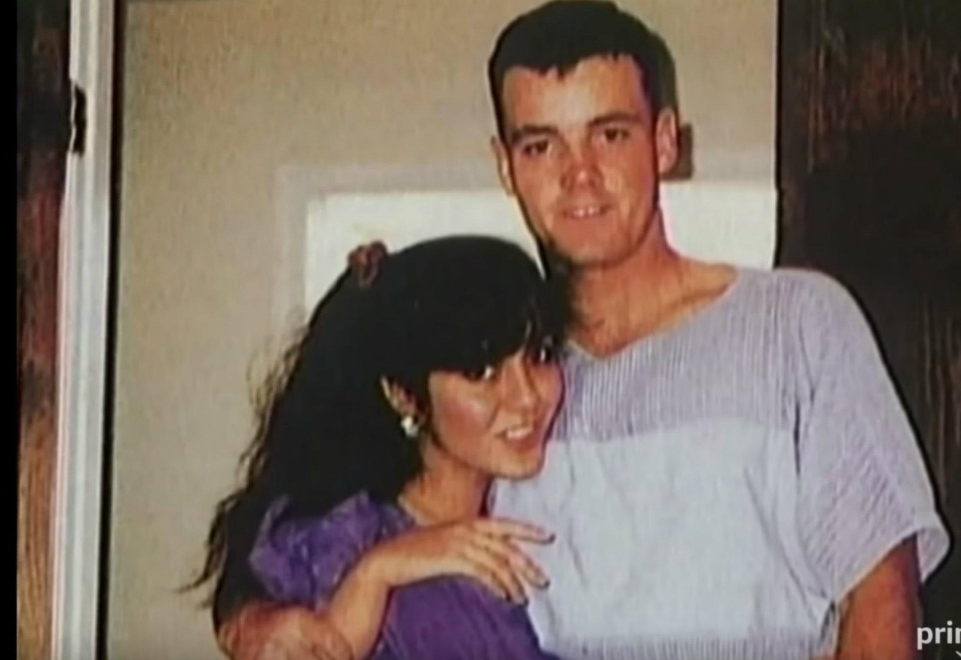Lorena y John Bobbitt se hicieron mundialmente famosos en 1993 (Captura Amazon Prime YouTube)