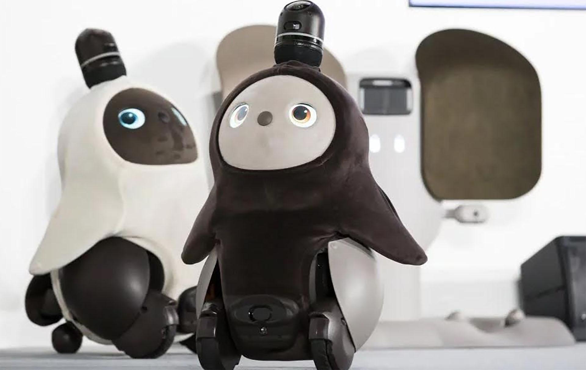 Lovot, un robot que integra 50 sensores y es capaz de responder con sonidos a los abrazos y muestras de afecto.