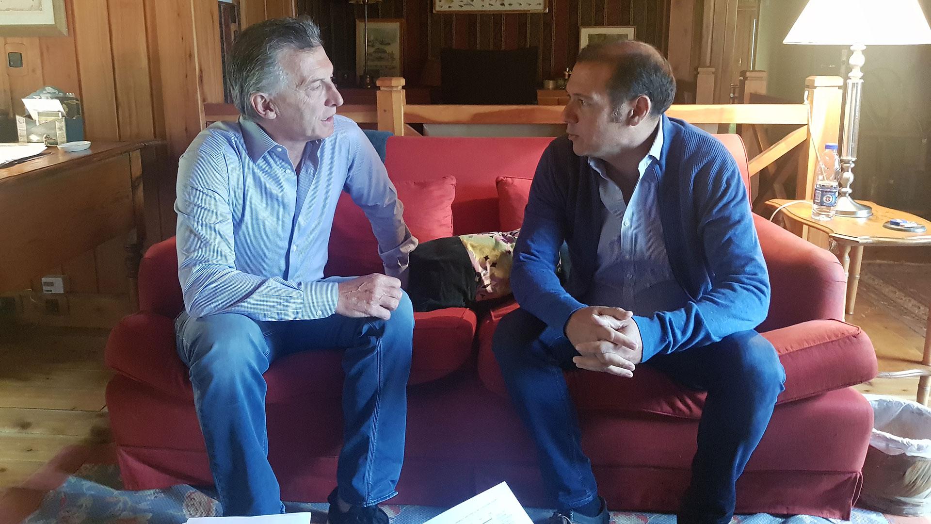 Omar Gutiérrez durante su reunión con el presidente Macri en Cumelén en enero pasado