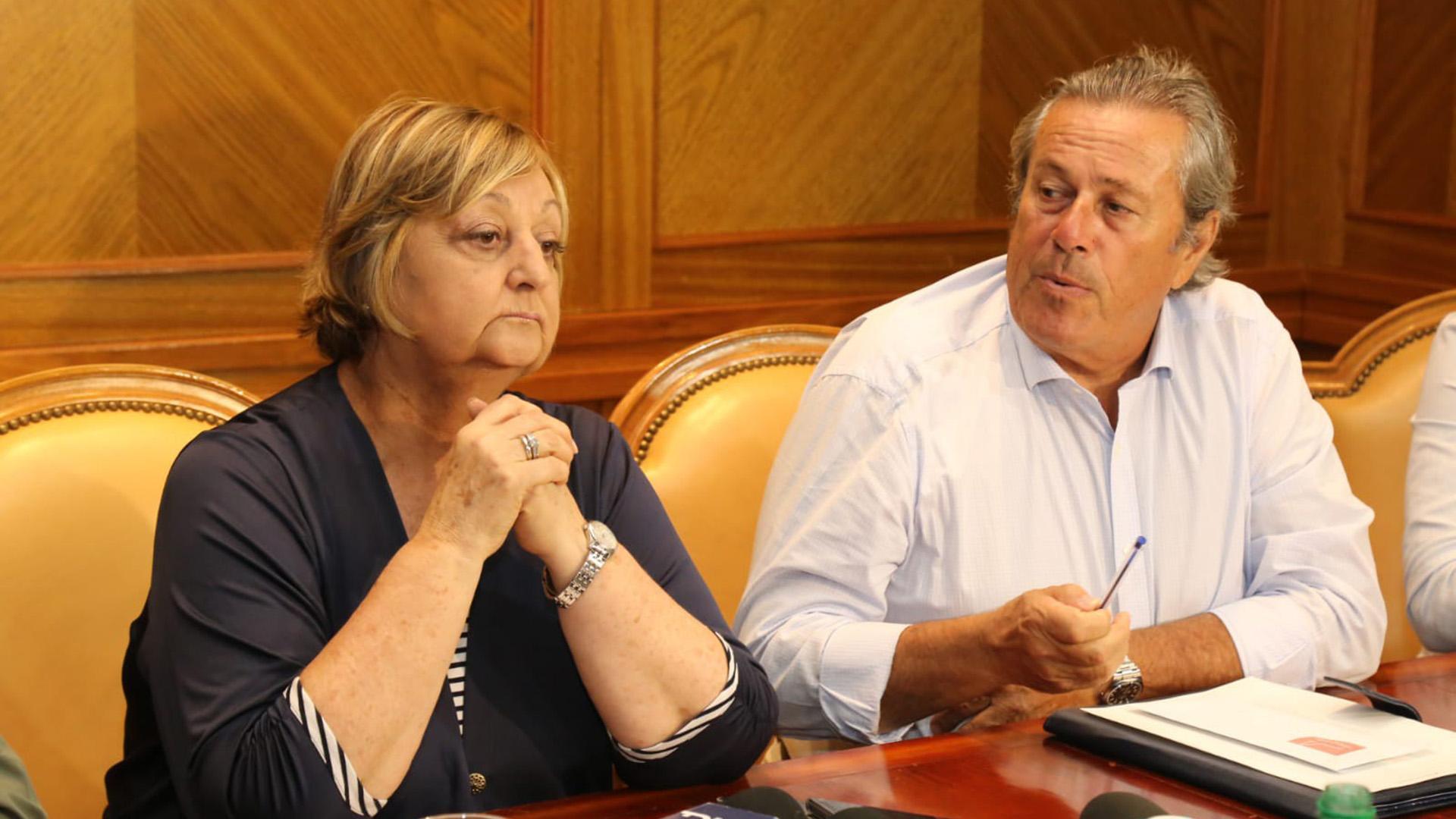 Liliam Kechichián, ministra de Turismo, y Enrique Antía, Indentende de Maldonado, en la reunión donde trataron la preocupación por precios remarcados