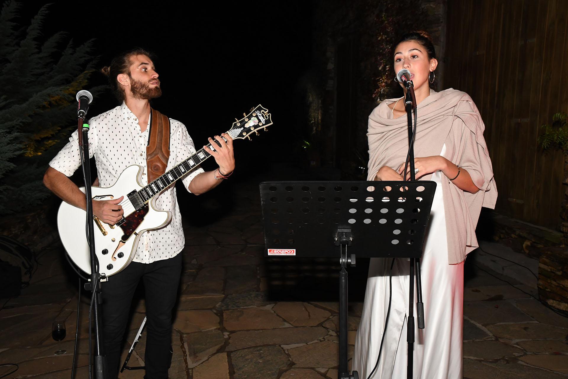 Renata Repetto deleitó a los invitados con su voz, en un show que brindó en una exclusiva cena en Punta del Este