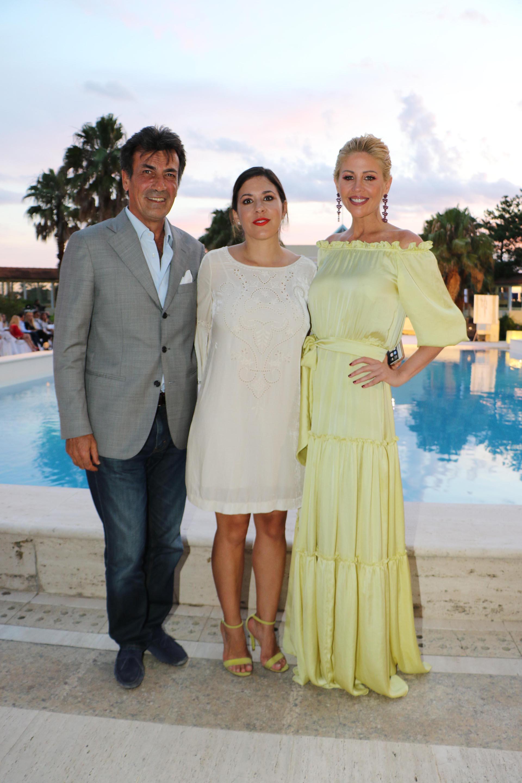 Pier Luigi Taliento, director ejecutivo del Punta del Este Resort & Spa, junto a Carminne Dodero y Barbie Simons