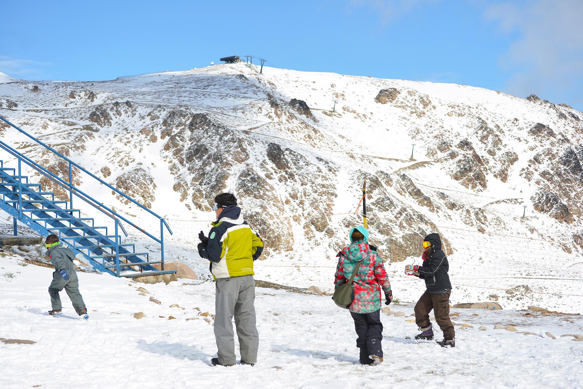 Las acumulaciones de nieve en las altas cumbres alcanzaron los 20 centímetros
