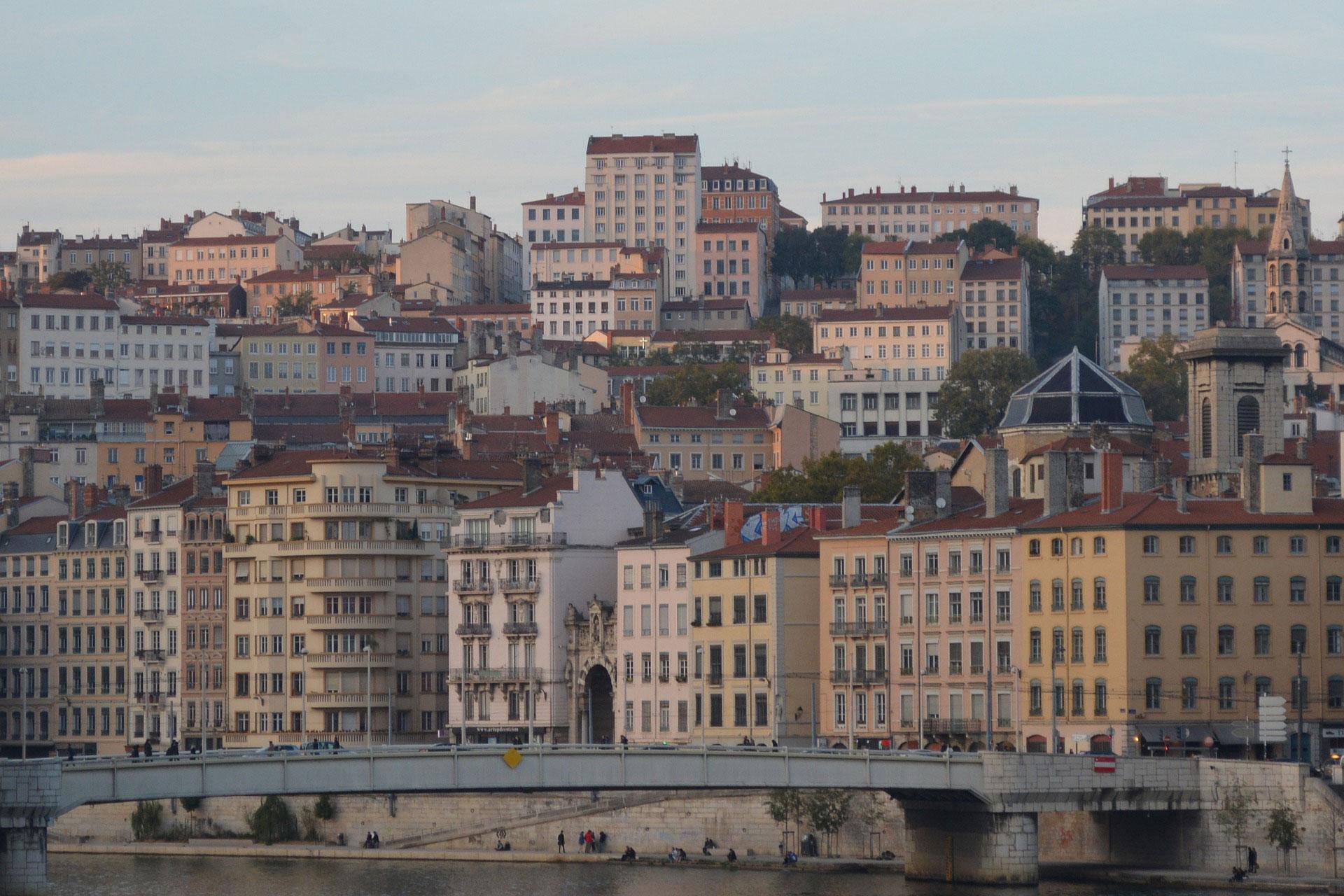 Ciudad bimilenaria y capital de la seda, segunda metrópolis de Francia, Lyon se encuentra entre los más bellos destinos urbanos de Europa