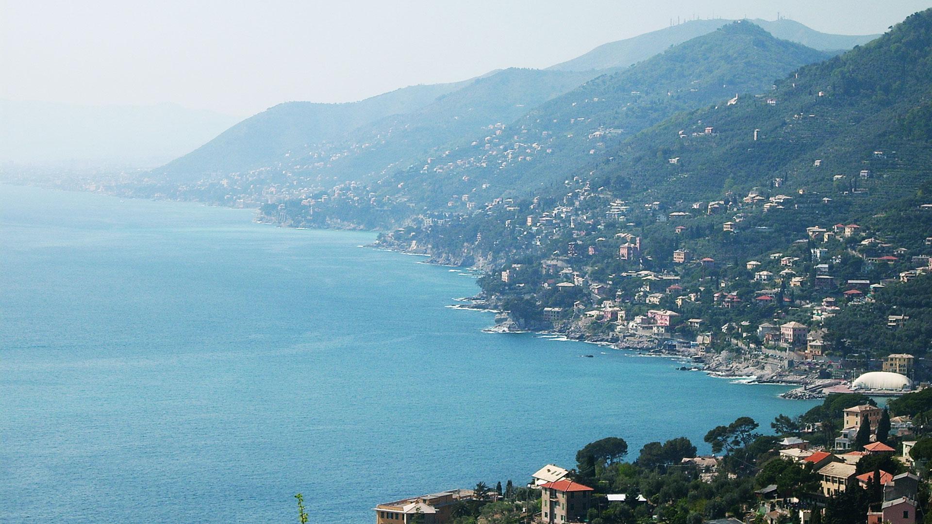 El golfo Paradiso es un pequeño golfo italiano situado en la ribera oriental del golfo de Génova en la región de Liguria