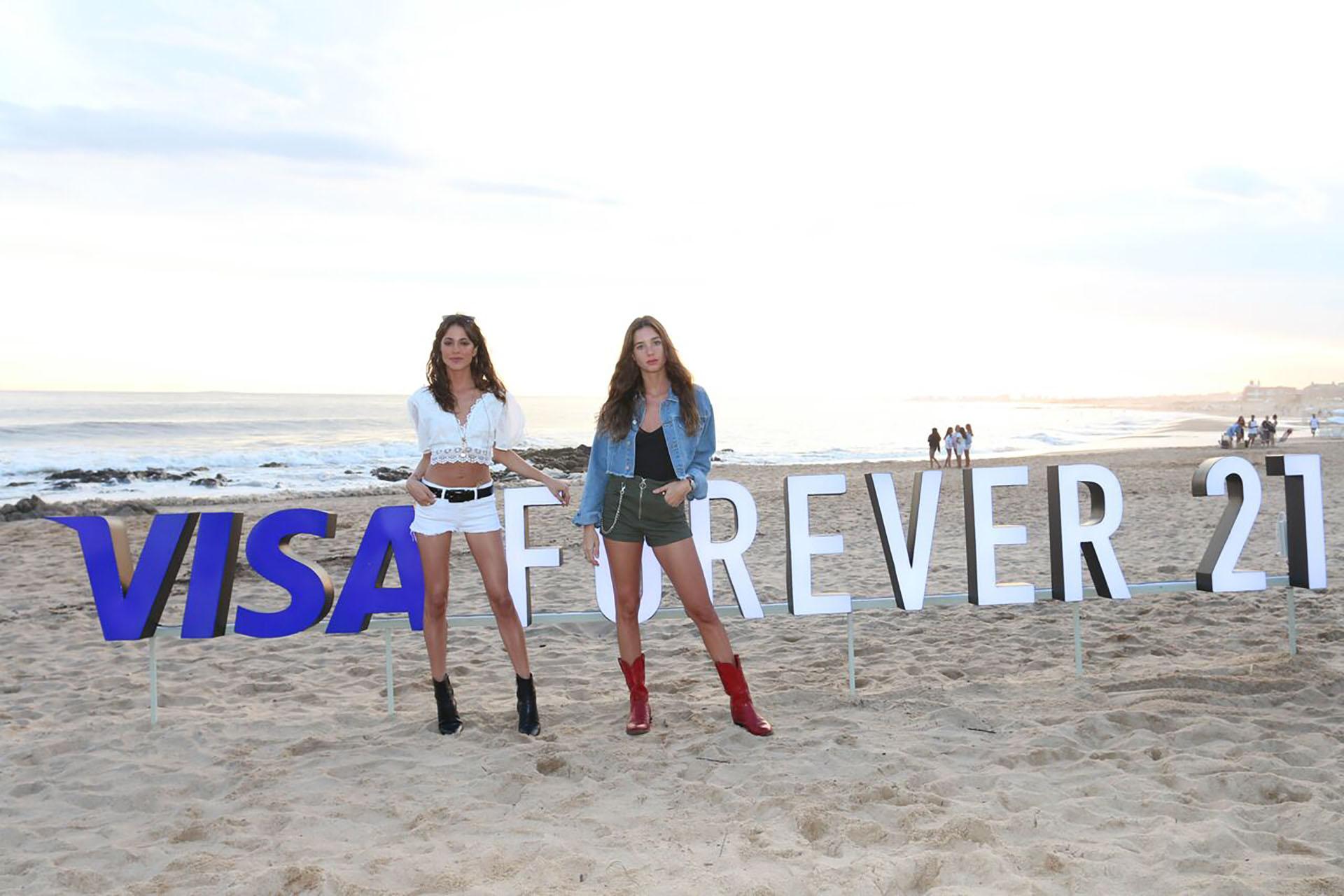 Tini Stoessel y Lucía Celasco, invitadas top al desfile en el que VISA presentó una selección de alto verano y un anticipo de la colección otoño '19 de Forever 21, en Punta del Este