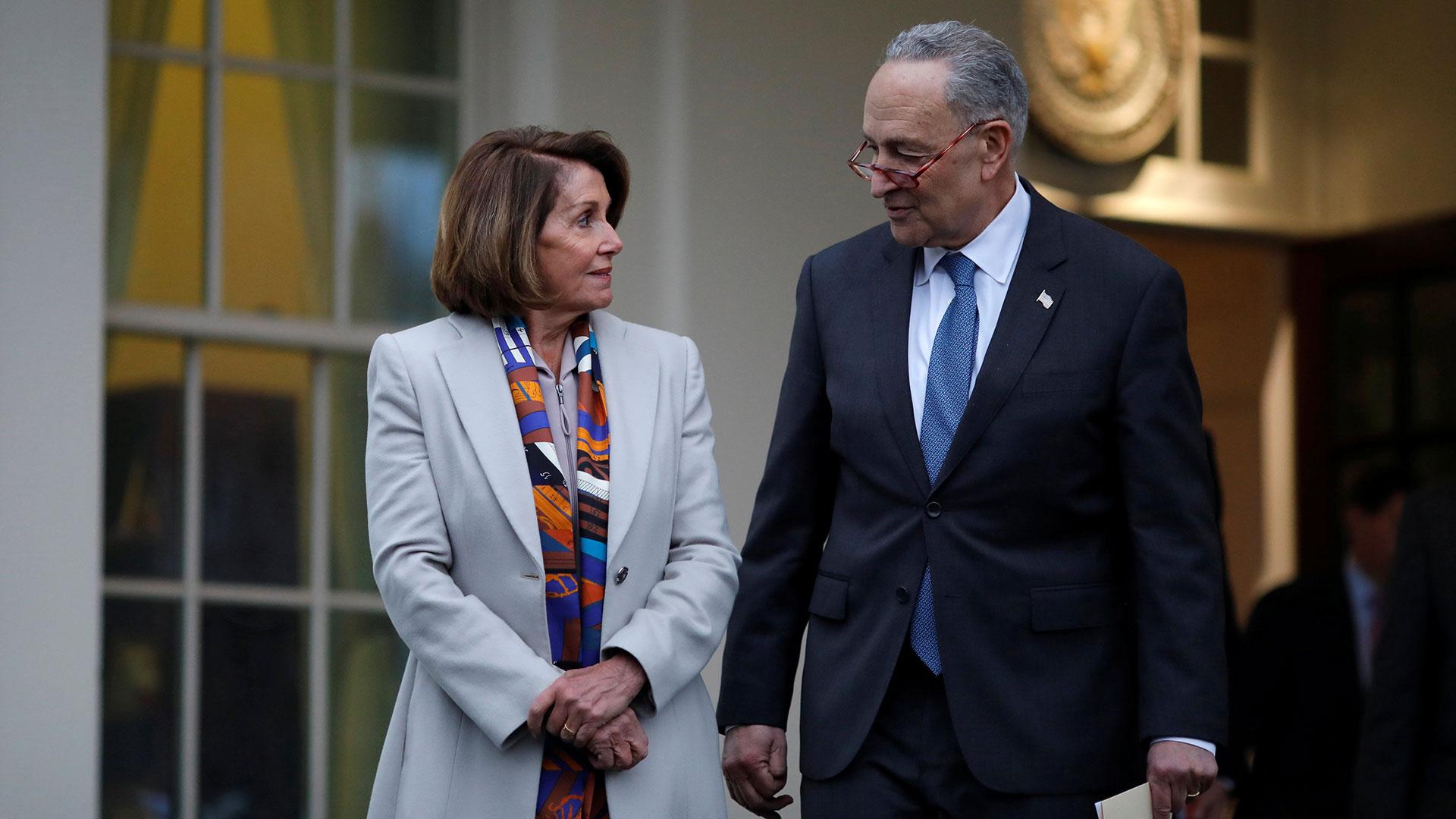 Los líderes demócratas Nancy Pelosi y Charles Schumer han reiterado que no apoyan la construcción del muro. (Reuters)