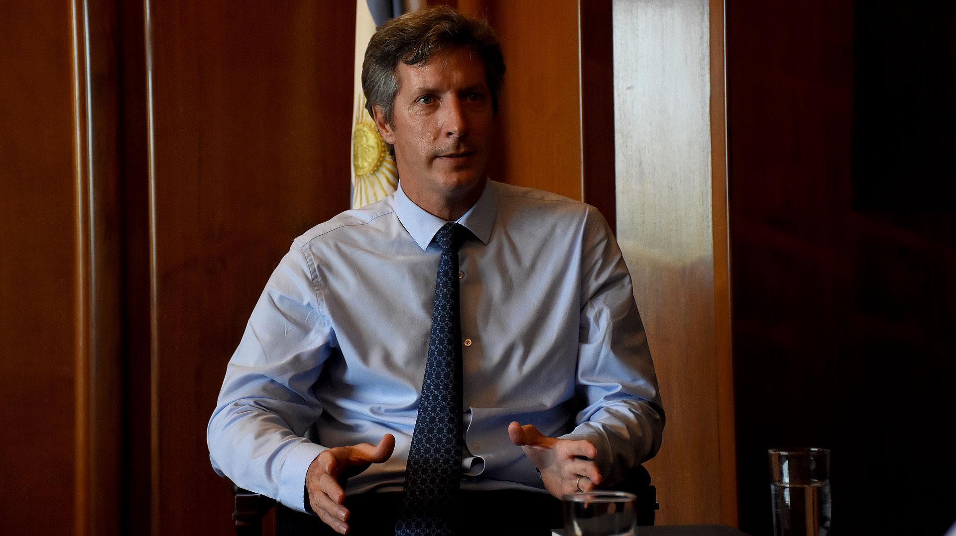 El secretario de Finanzas, Santiago Bausili, ya cuenta con los recursos para administrar la cobertura de vencimientos de la deuda pública hasta el próximo giro del FMI (Nicolás Stulberg)