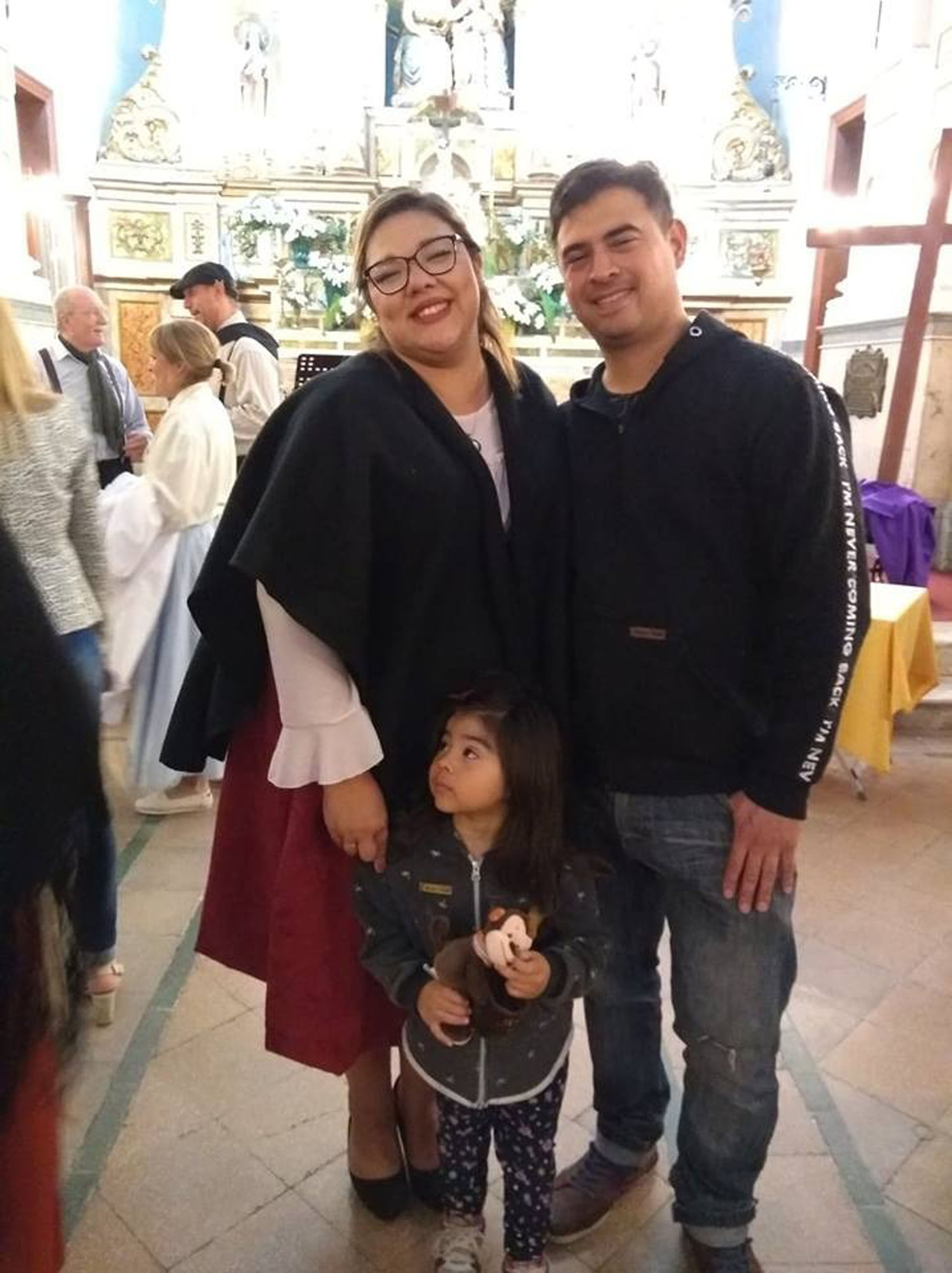 Diana e Iván junto a su hija Isabella