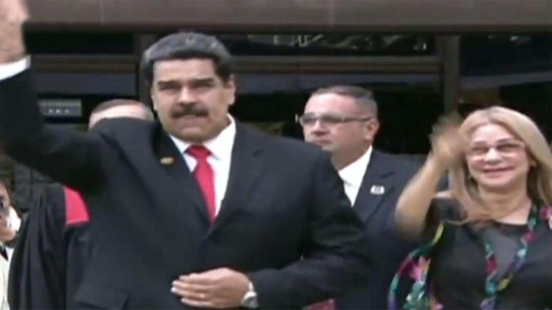 Nicolás Maduro junto a su esposa Cilia Flores a su llegada al TSJ