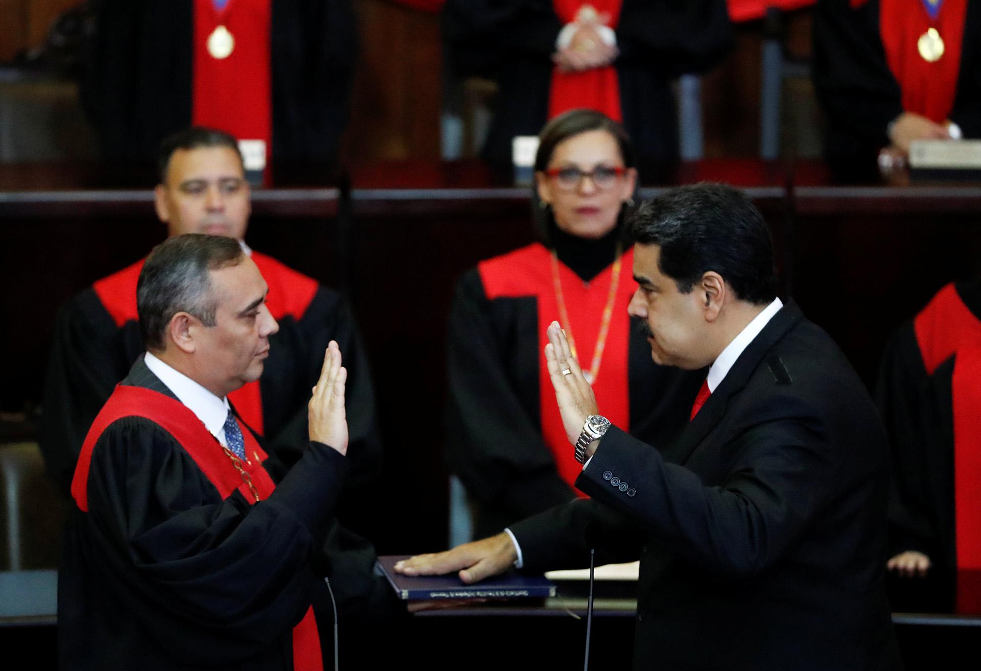 Nicolás Maduro mientras juramenta ante el Tribunal Supremo.
