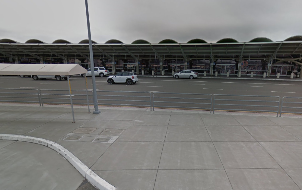 Un vuelo de Aroméxico estuvo varado por cuatro horas en el aeropuerto de Oakland (Google Maps)