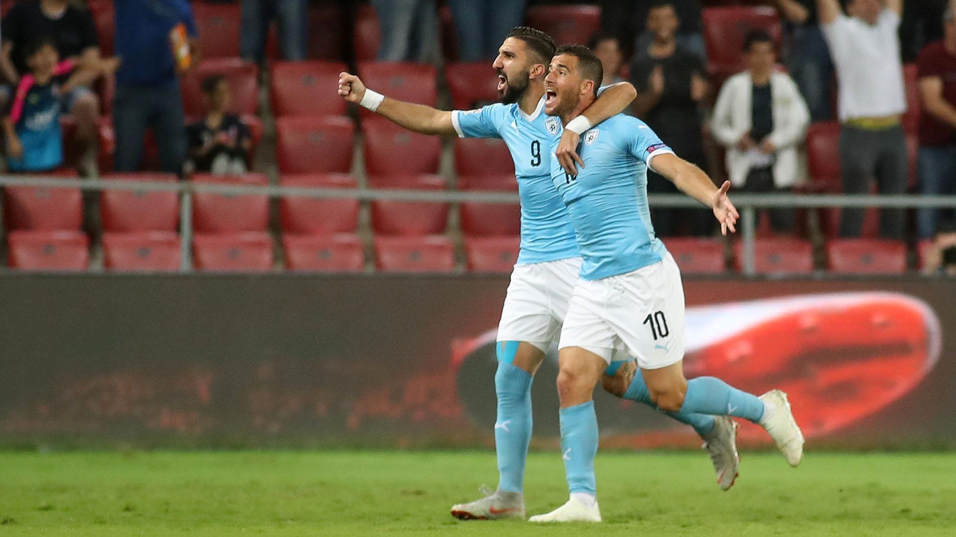Dabour junto a Tomer Hemed, celebrando un gol en la selección israelí (Grosby)