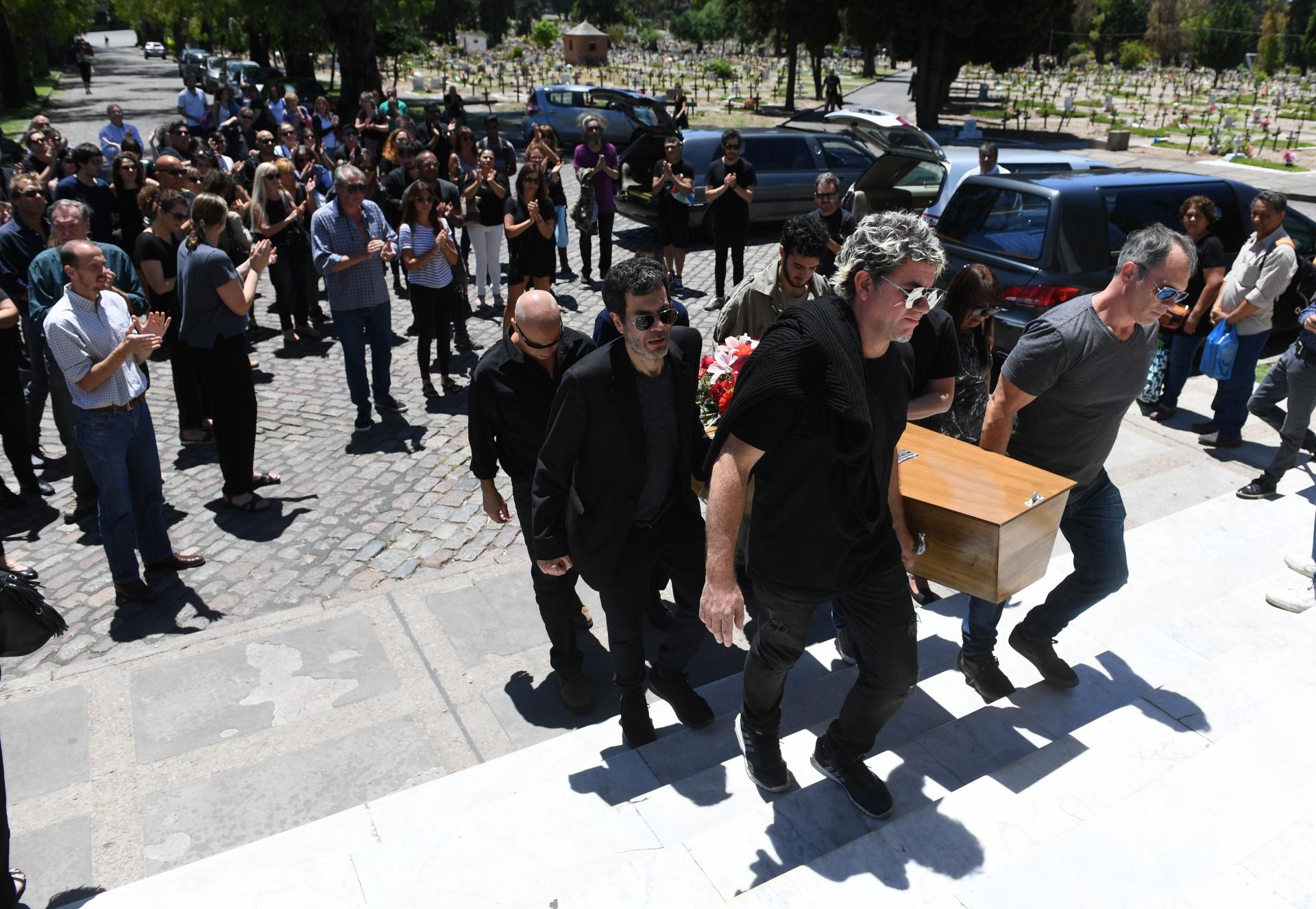 Amigos y familiares despidieron a Leonardo Satragno, el hijo de Pinky y Raúl Lavié
