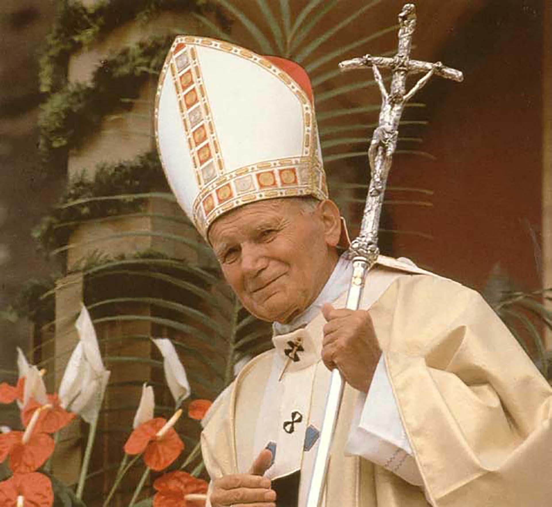 El papa Juan Pablo II fue quien lo ordenó cardenal y lo puso a la cabeza del Consejo Pontificio para la Familia en la Santa Sede.