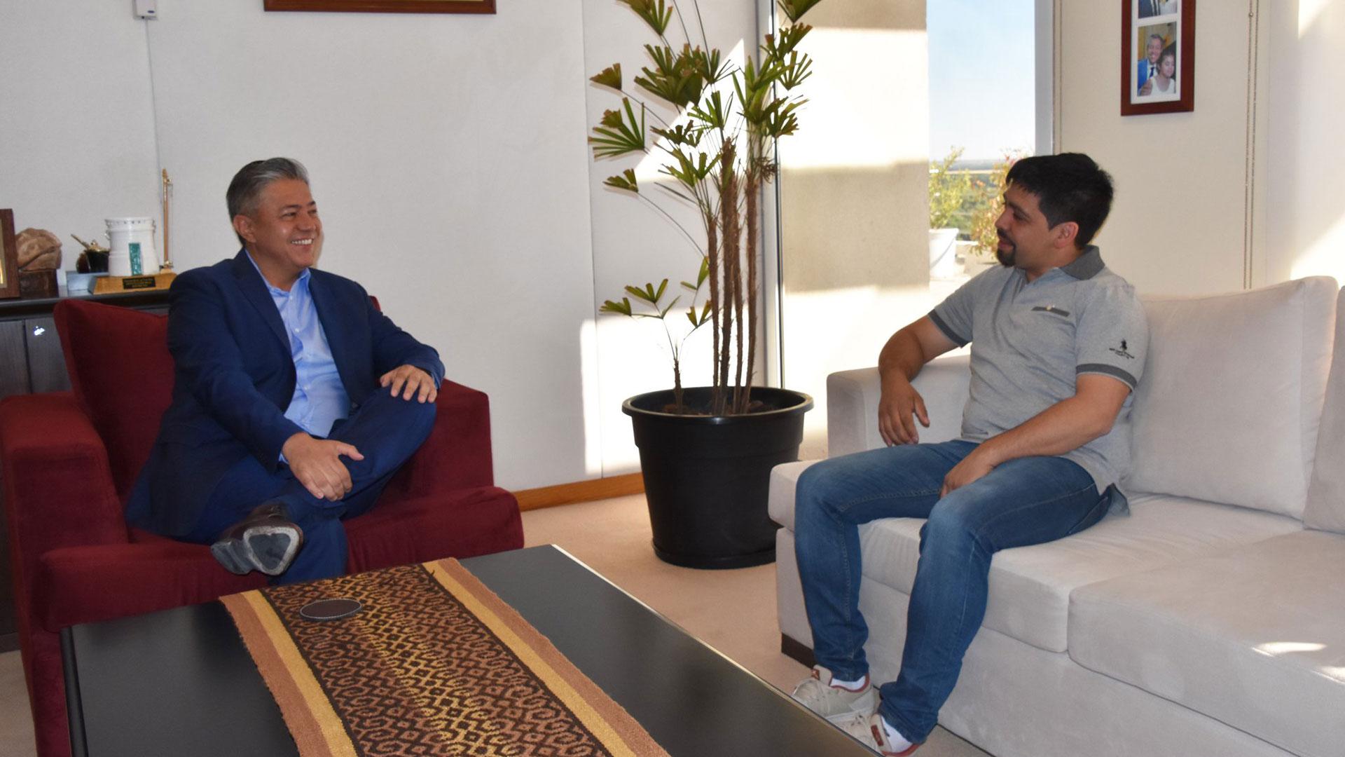 Rolando Figueroa, vicegobernador, con el presidente de la Comisión de Fomento