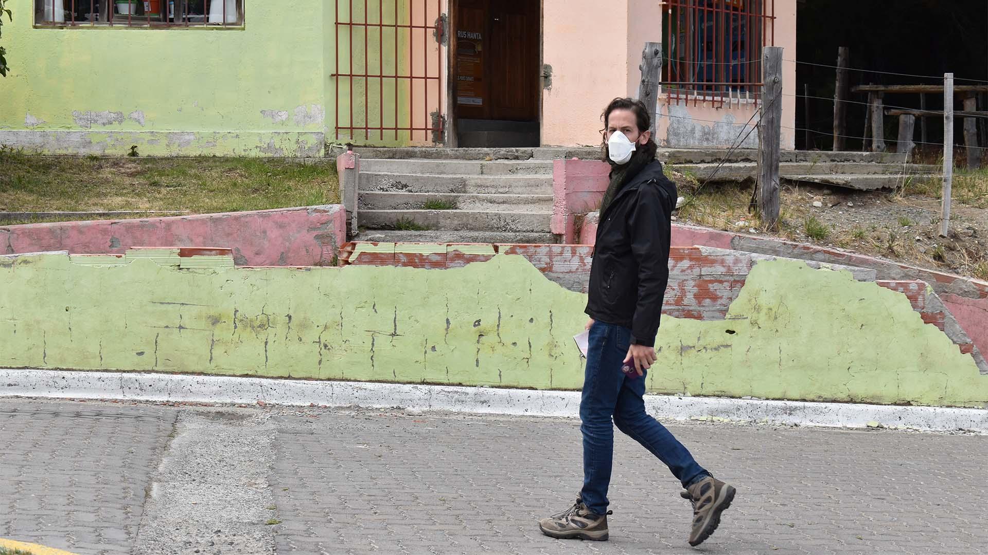 Vecinos de Epuyén utilizan barbijo para evitar contagios (Franco Fernández)