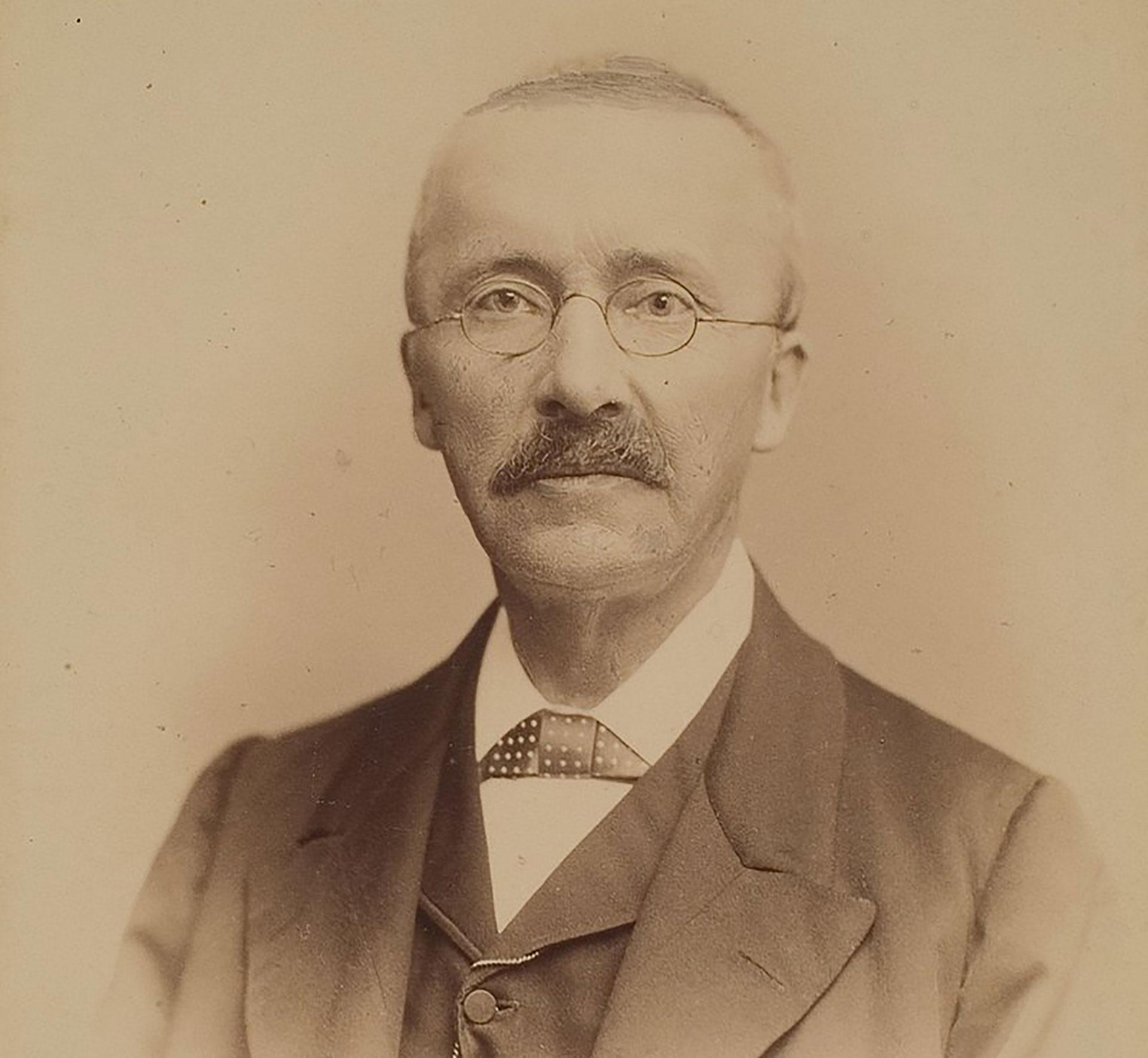 El millonario y arqueólogo prusiano Heinrich Schliemann