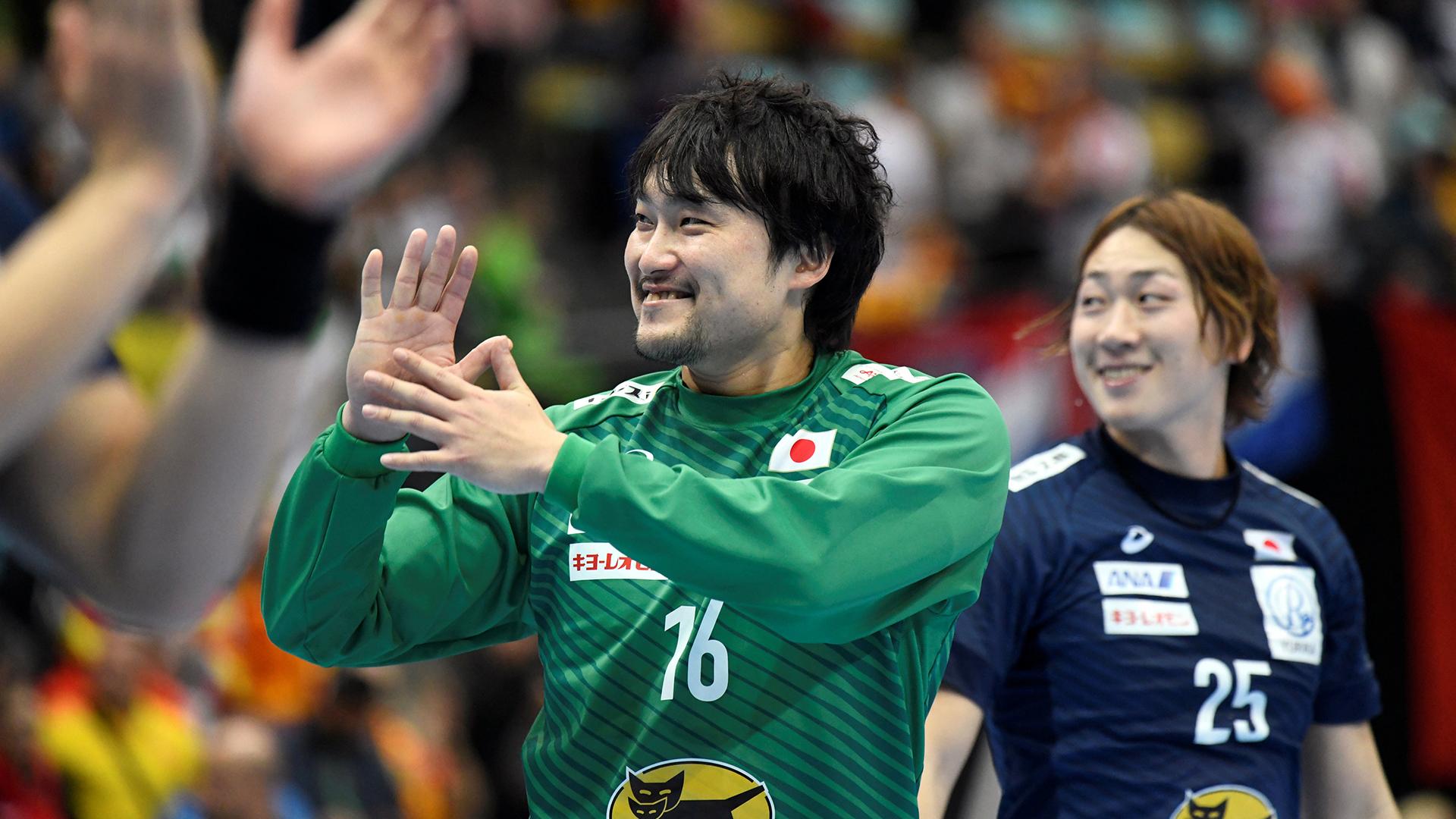 La sonrisa del arquero japonés se borró después de los 38 goles que recibió su equipo (REUTERS)