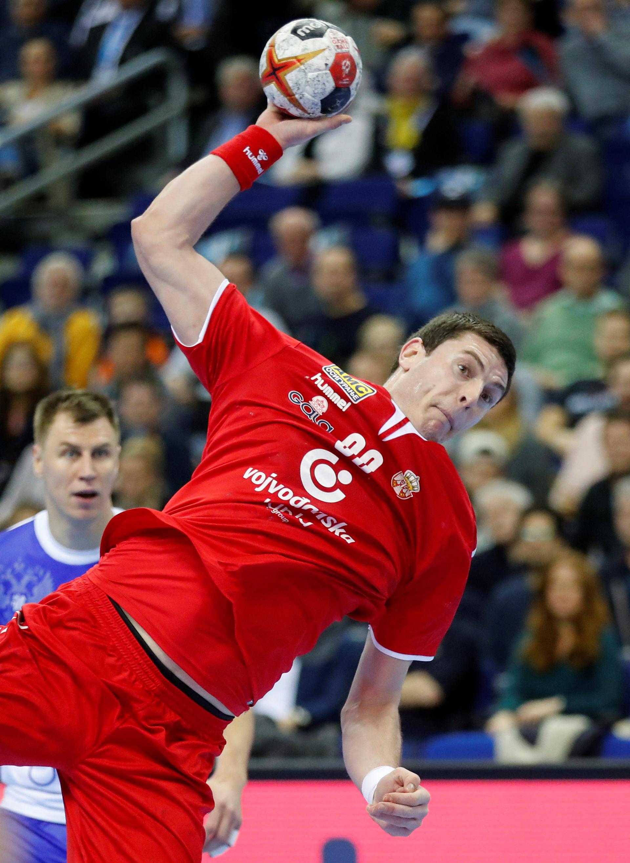 Uno de los partidos más atractivos que se disputó en la primera jornada fue el que animaron Serbia y Rusia (REUTERS)