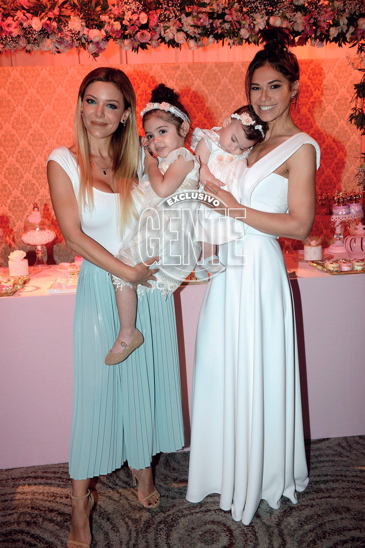 Evangelina junto a Mariana y sus hijas, Lupe y Zoe.