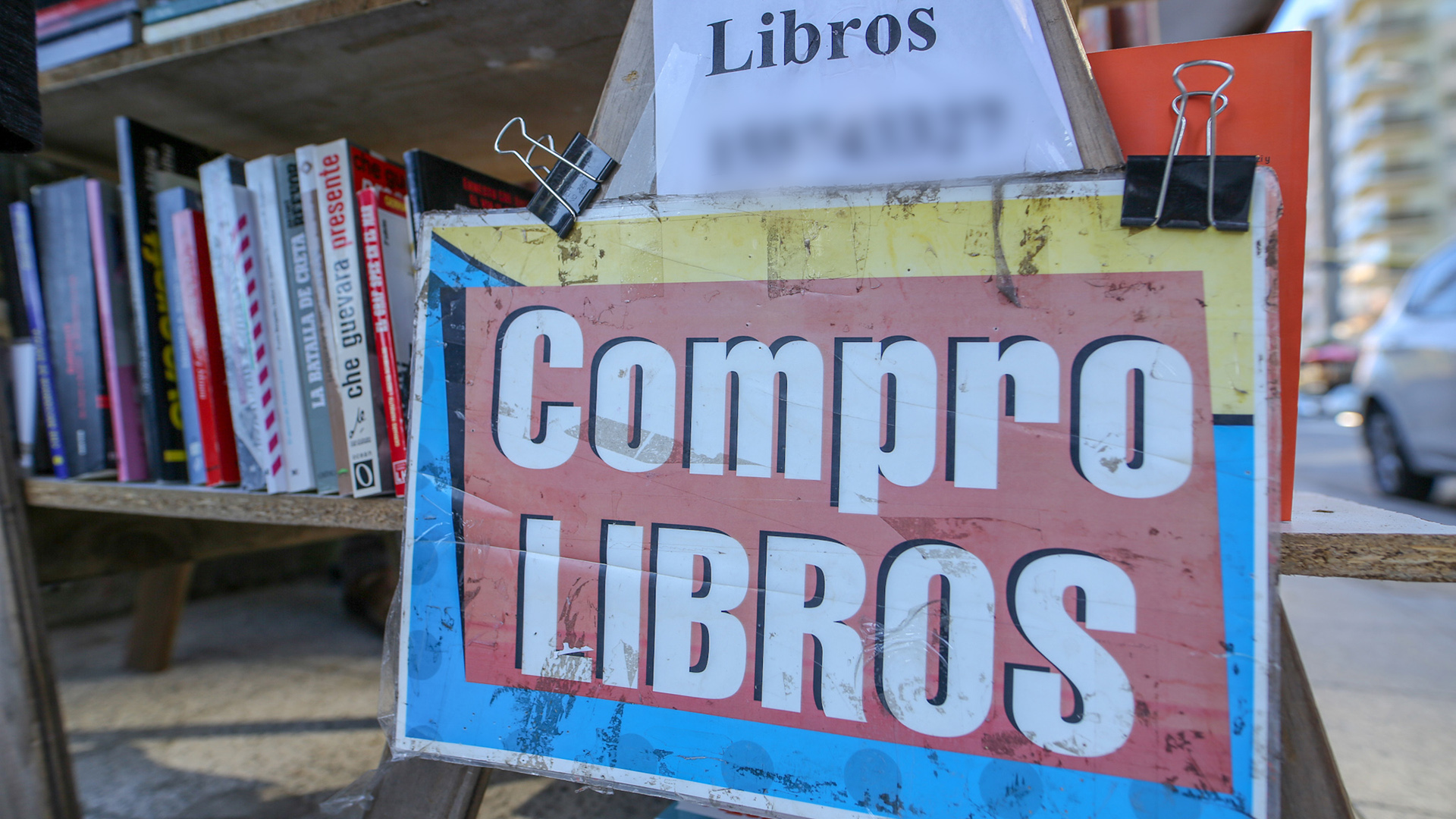 La compra de libros usados, otra forma de darle pelea a lo complejo de conseguir títulos (Christian N. Heit)