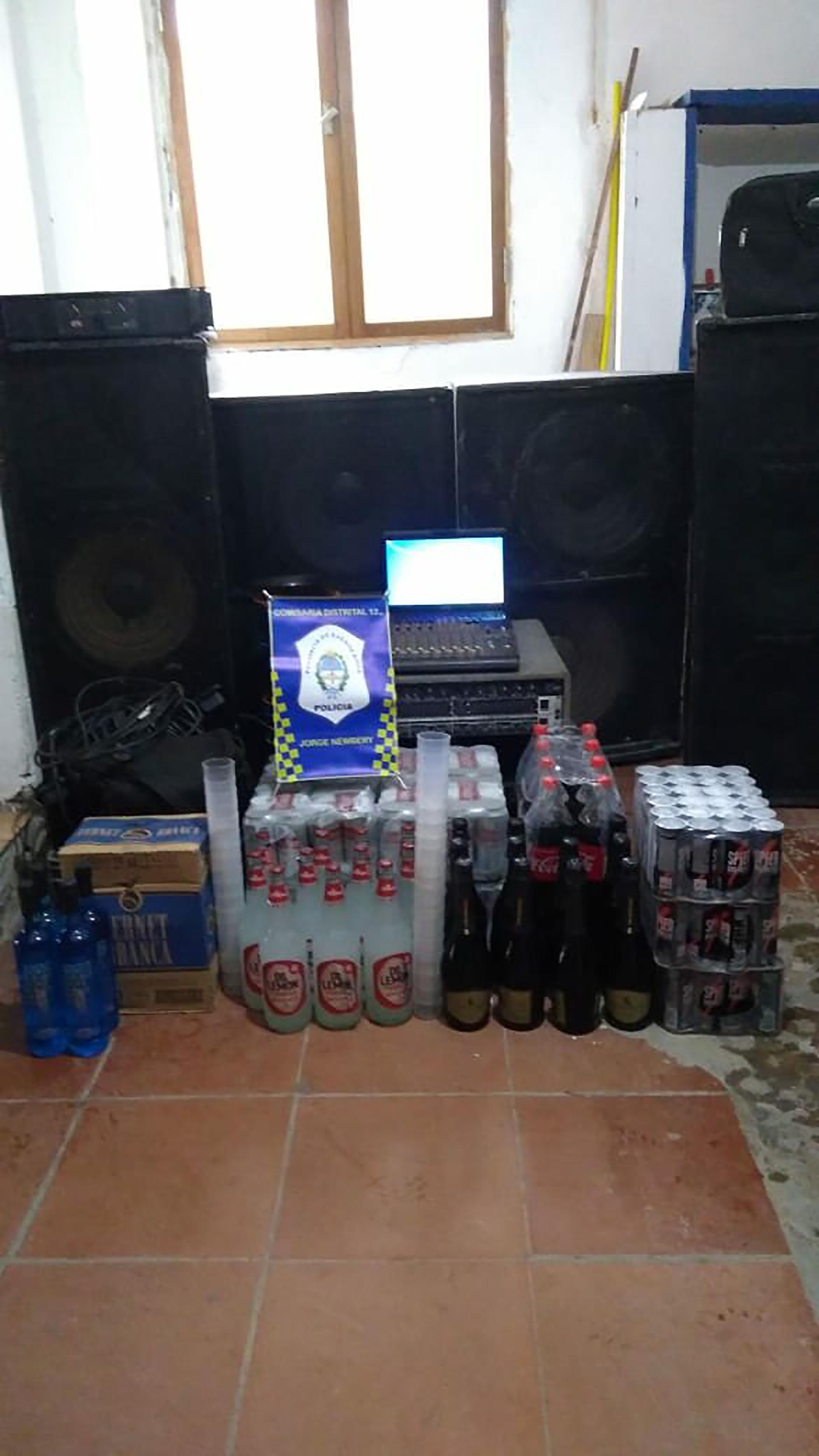 Stock de alcohol en la casa de la calle Falucho.