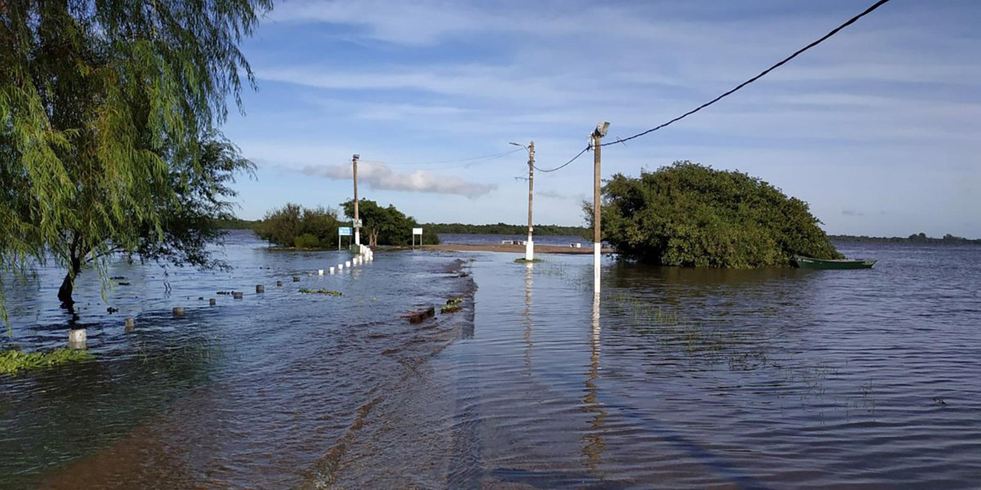 Hay más de mil evacuados por las inundaciones (Twitter @Armada_Uruguay)