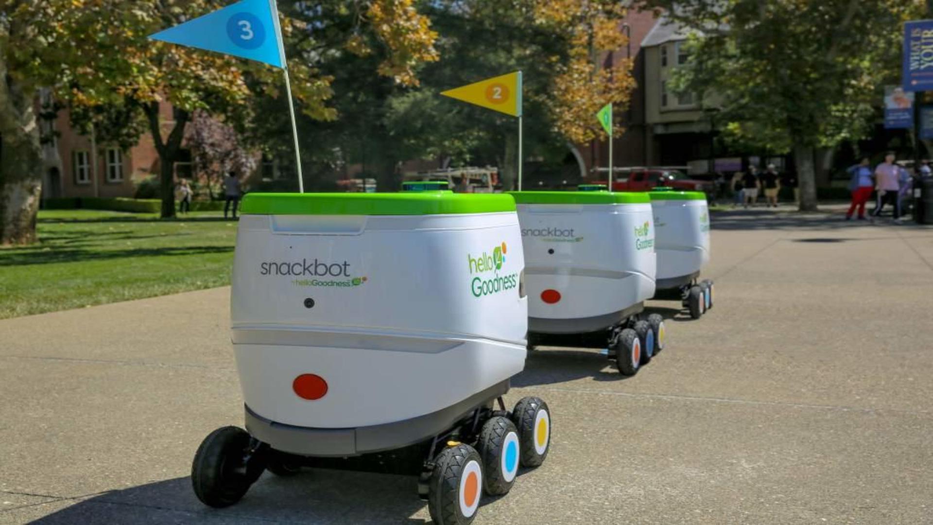 Los robots llevan snacks saludables a lo largo del campus (Foto: PepsiCo)