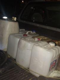 Varias de las garrafas decomisadas ya se encontraban vacías (Foto: Twitter)