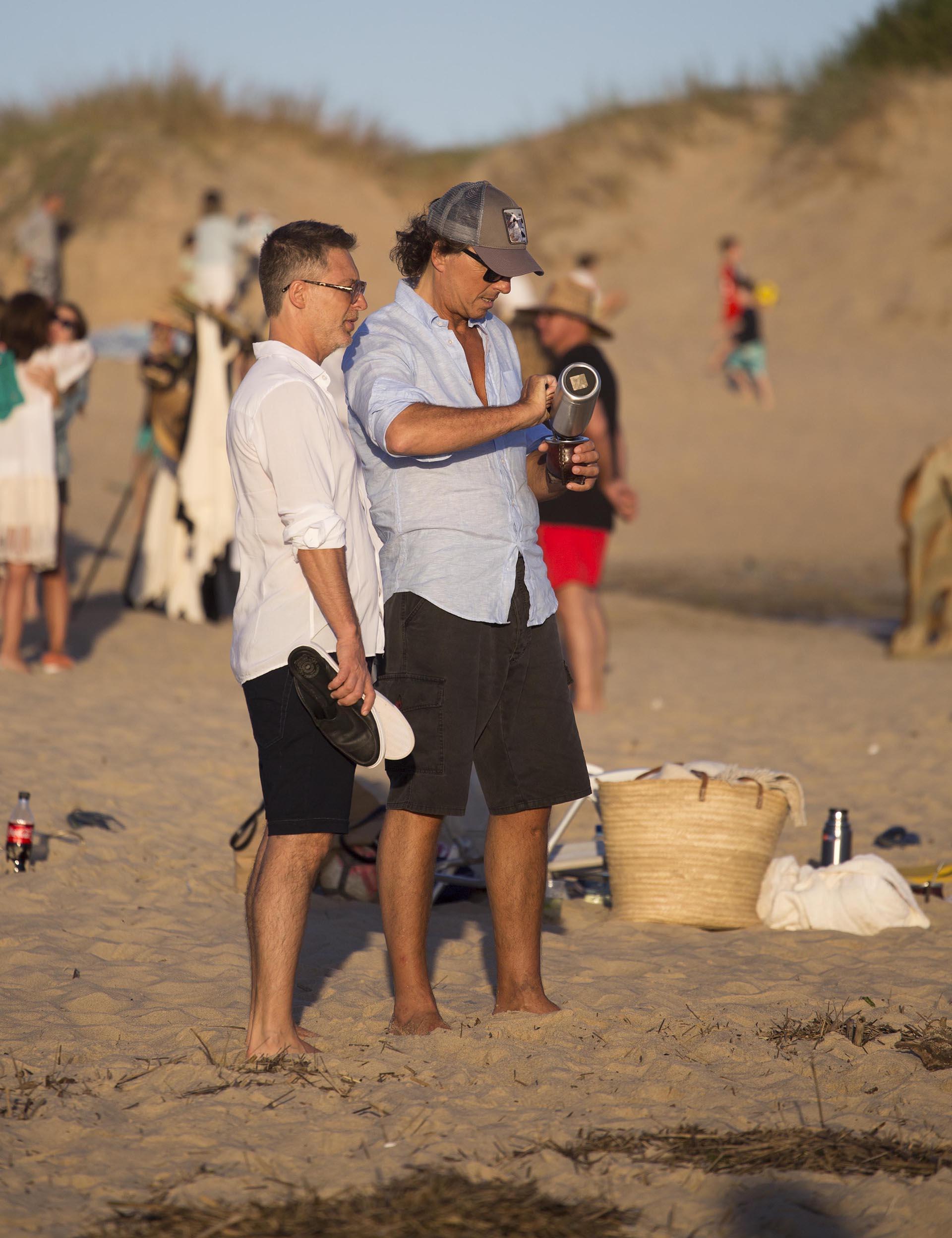 En las playas de José Ignacio, aprovecharon para charlar y tomar mates (GM Press)