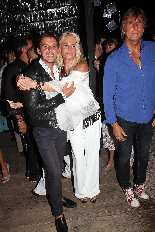 Gerard Confalonieri y Mercedes Sarrabayrouse junto a su pareja Joe Miranda