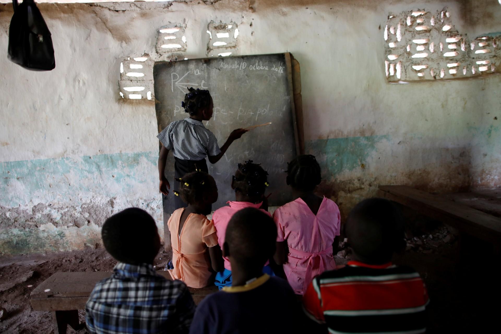 Los niños asisten a una clase en la escuela en una iglesia bautista en Boucan Ferdinand, Haití, 10 de octubre de 2018.