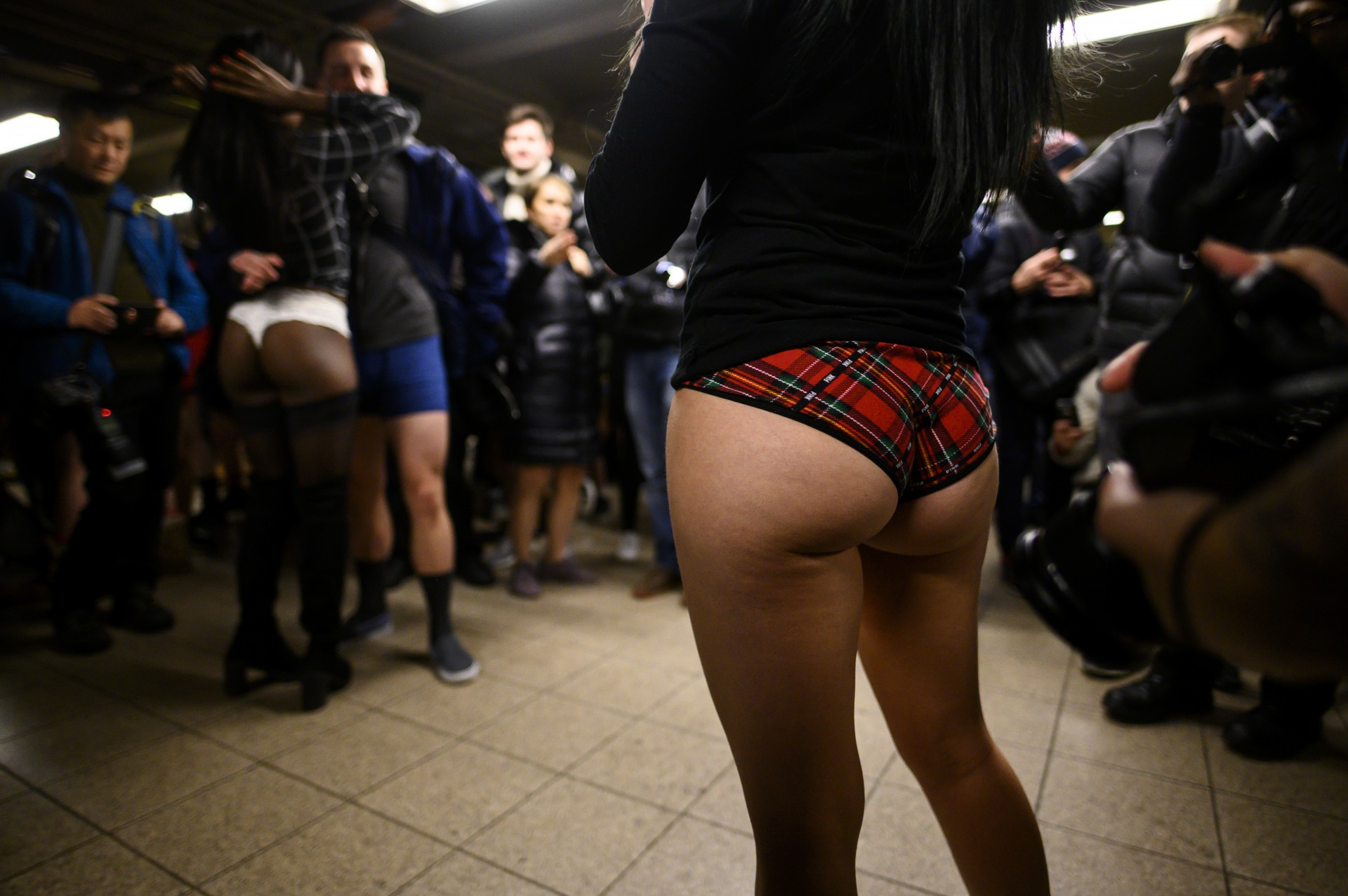 no pants subway ride girls nackt