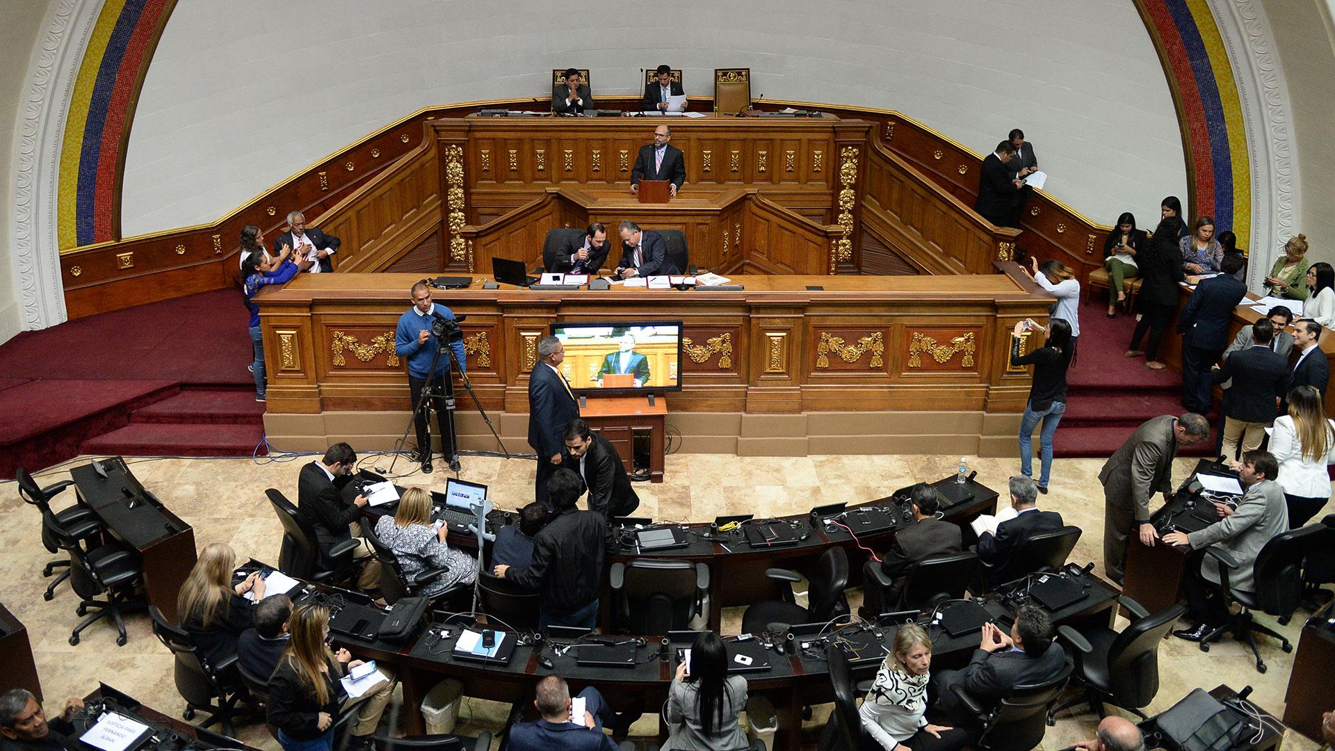 La Asamblea Nacional, de mayoría opositora, designó a las nuevas cúpulas de PDVSA y CITGO (AFP)