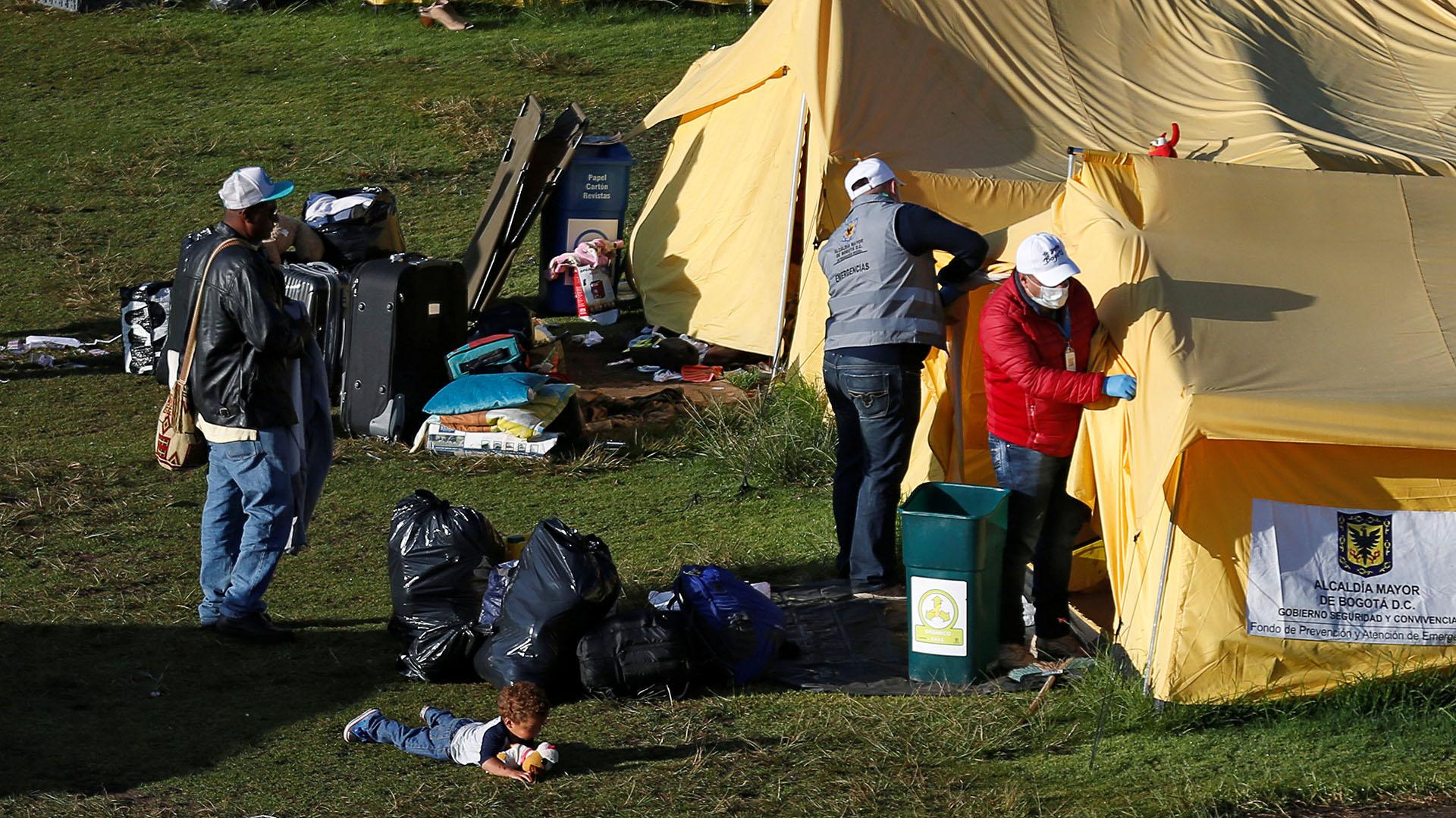 El lunes hubo funcionarios de la embajada venezolana en el campamento humanitario para ver si alguno de los residentes quería regresar a su país (REUTERS/Luisa Gonzalez)