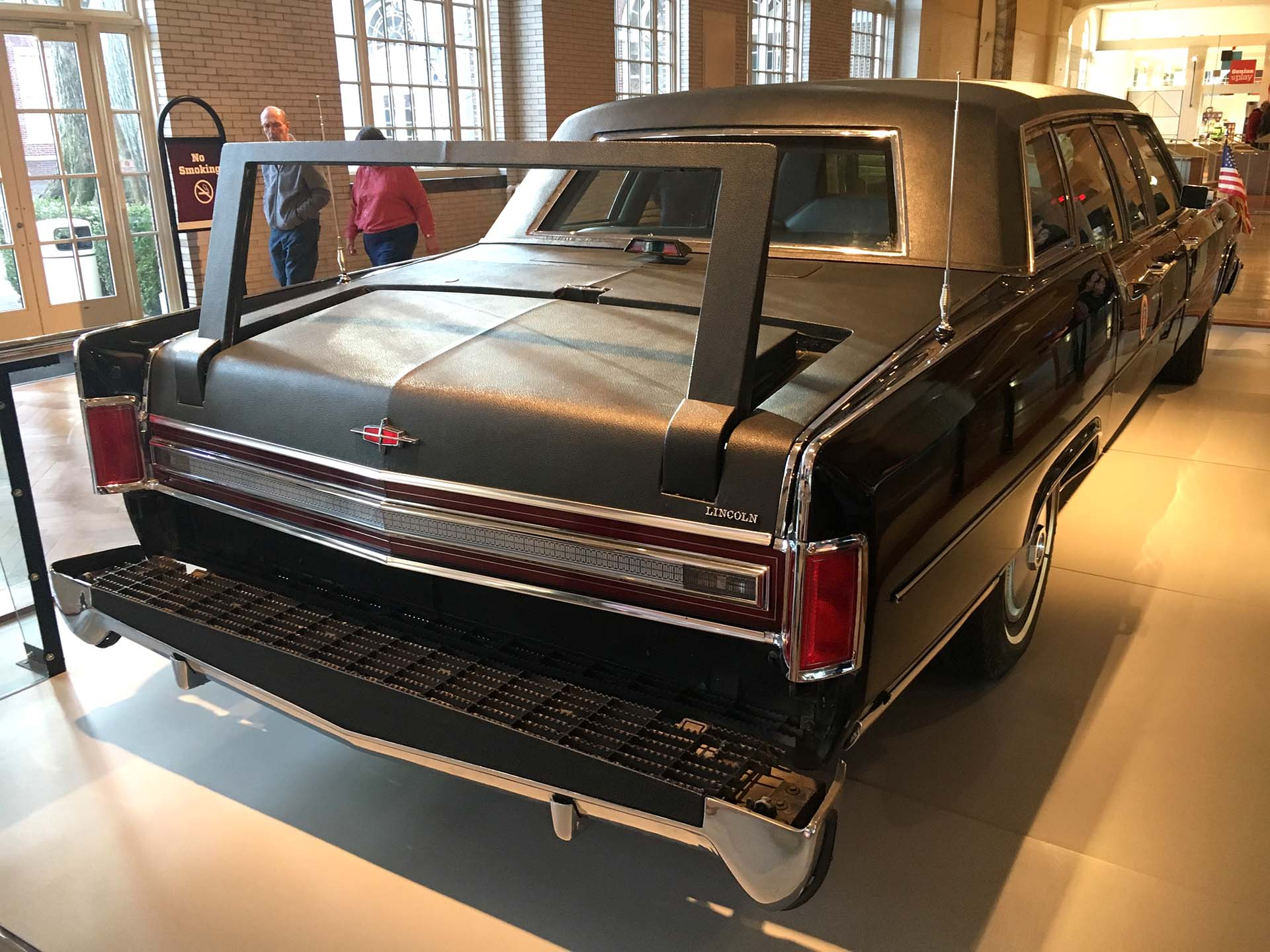 En el interior de este Lincoln atendieron a Ronald Reagan cuando intentaron asesinarlo en 1981 (Infobae)