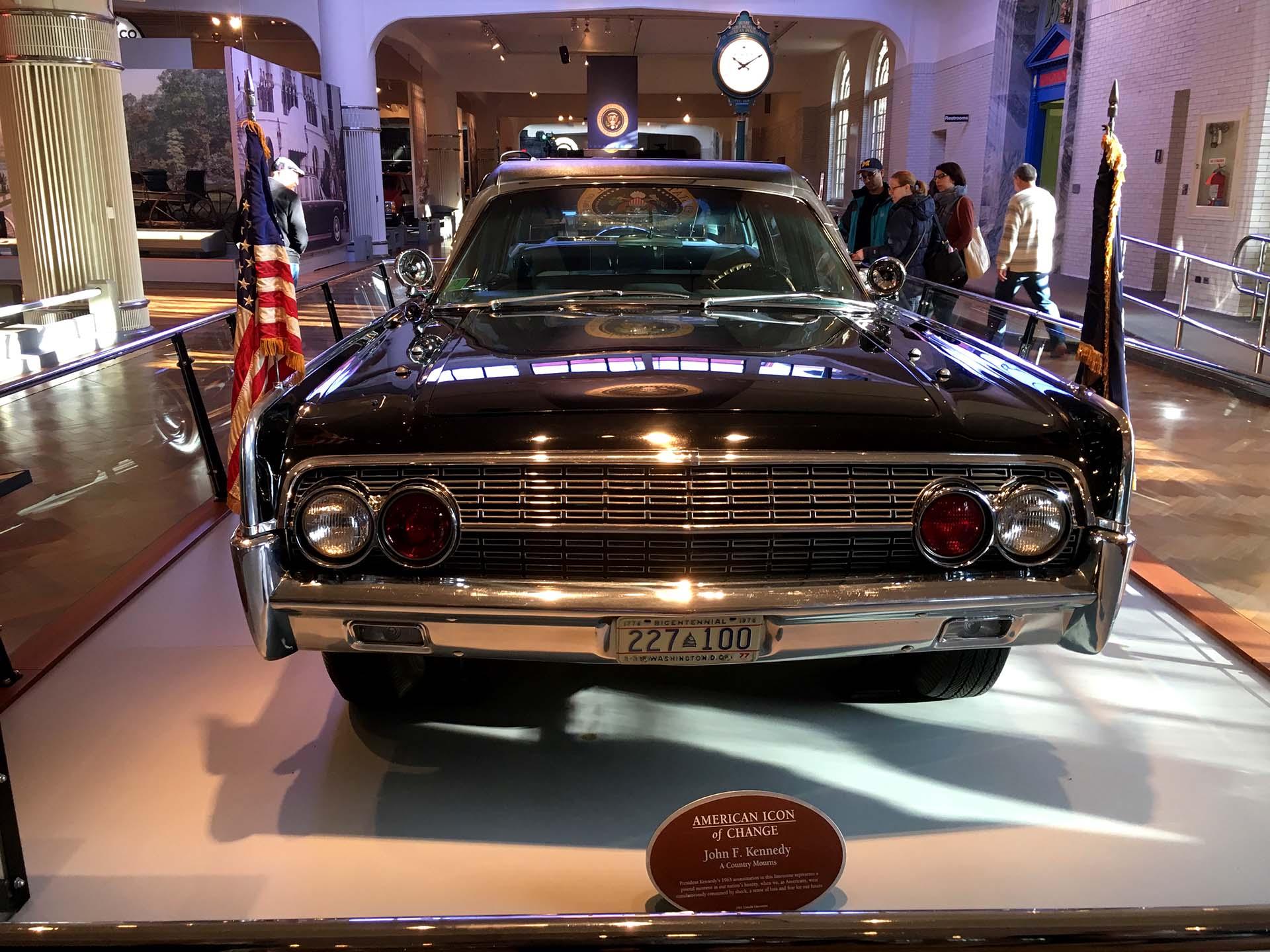 En este automóvil fue asesinado John F. Kennedy. Tras el magnicidio se realizaron modificaciones y nunca más fue convertible (Infobae)