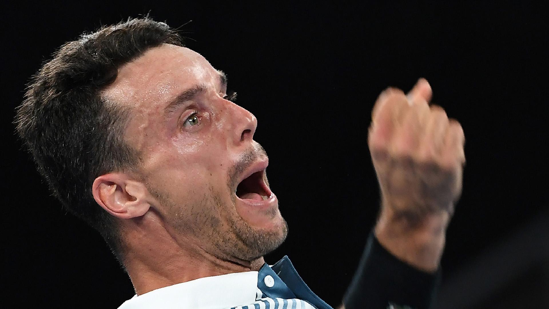 El español Roberto Bautista festeja su victoria ante John Millman por 6-3, 6-1, 3-6, 6-7 (6/8), 6-4