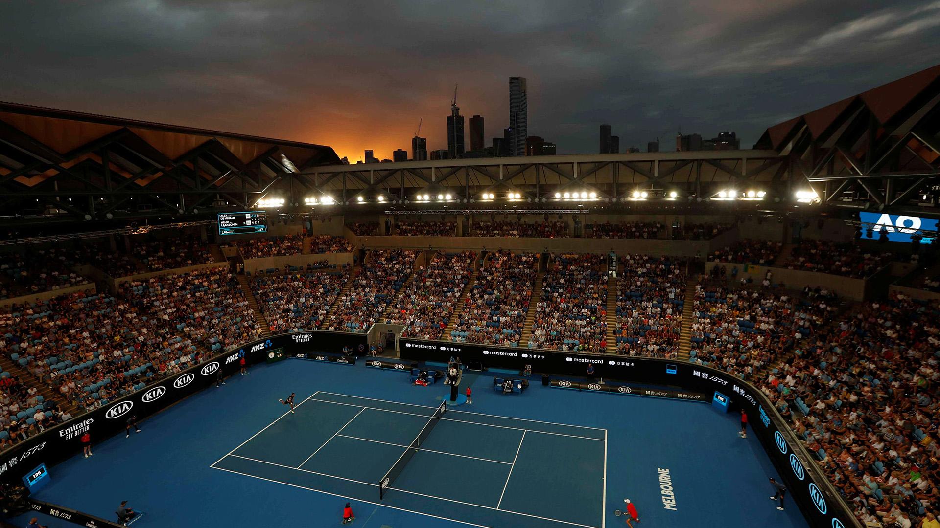 Los números 2 del mundo, Rafa Nadal y Angelique Kerber, y los número 3, Roger Federer y Caroline Wozniacki, cumplieron este miércoles y se clasificaron para la tercera ronda en el Abierto de Australia, primer grande de la temporada