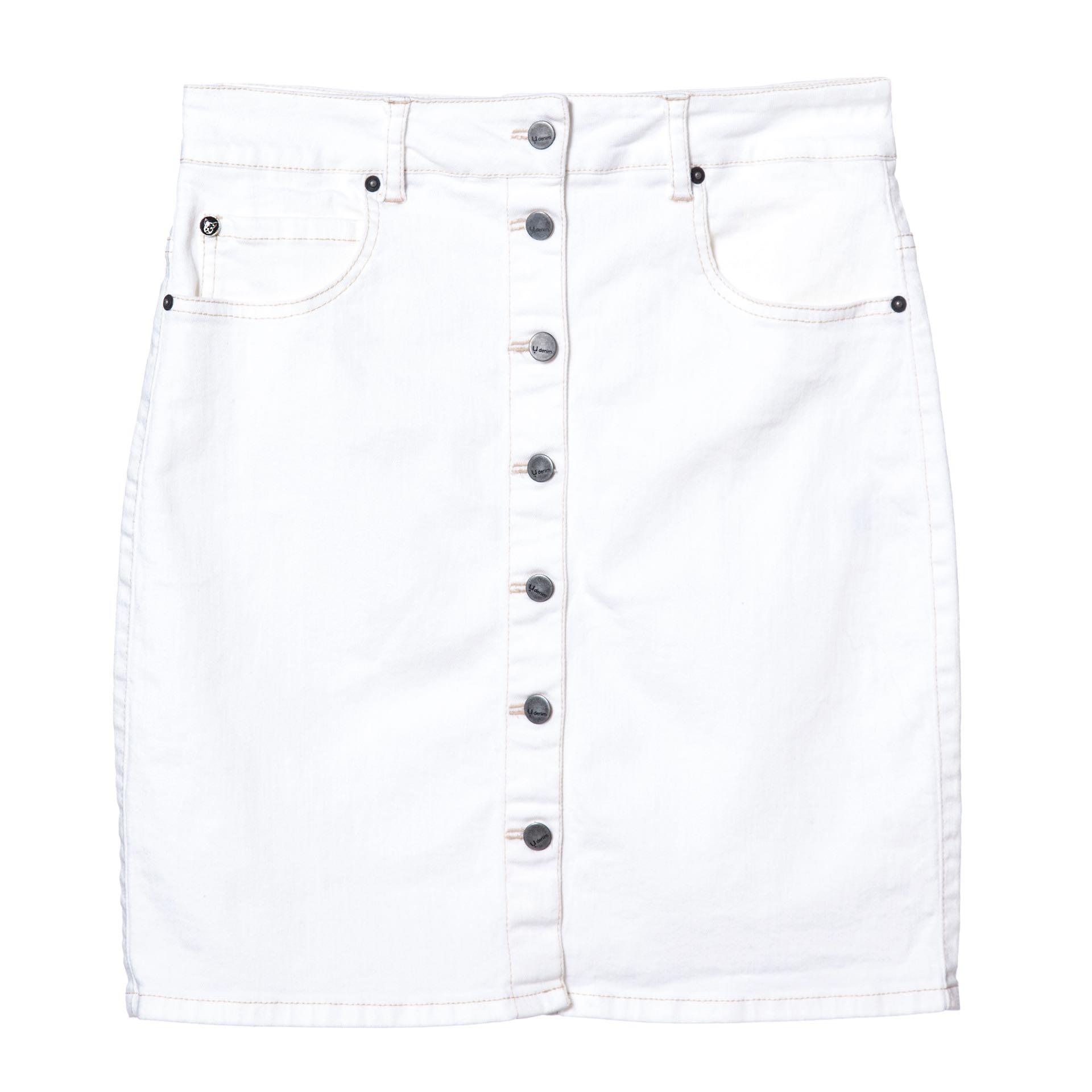 Falda de jean con botones ($ 1.900, Uma).