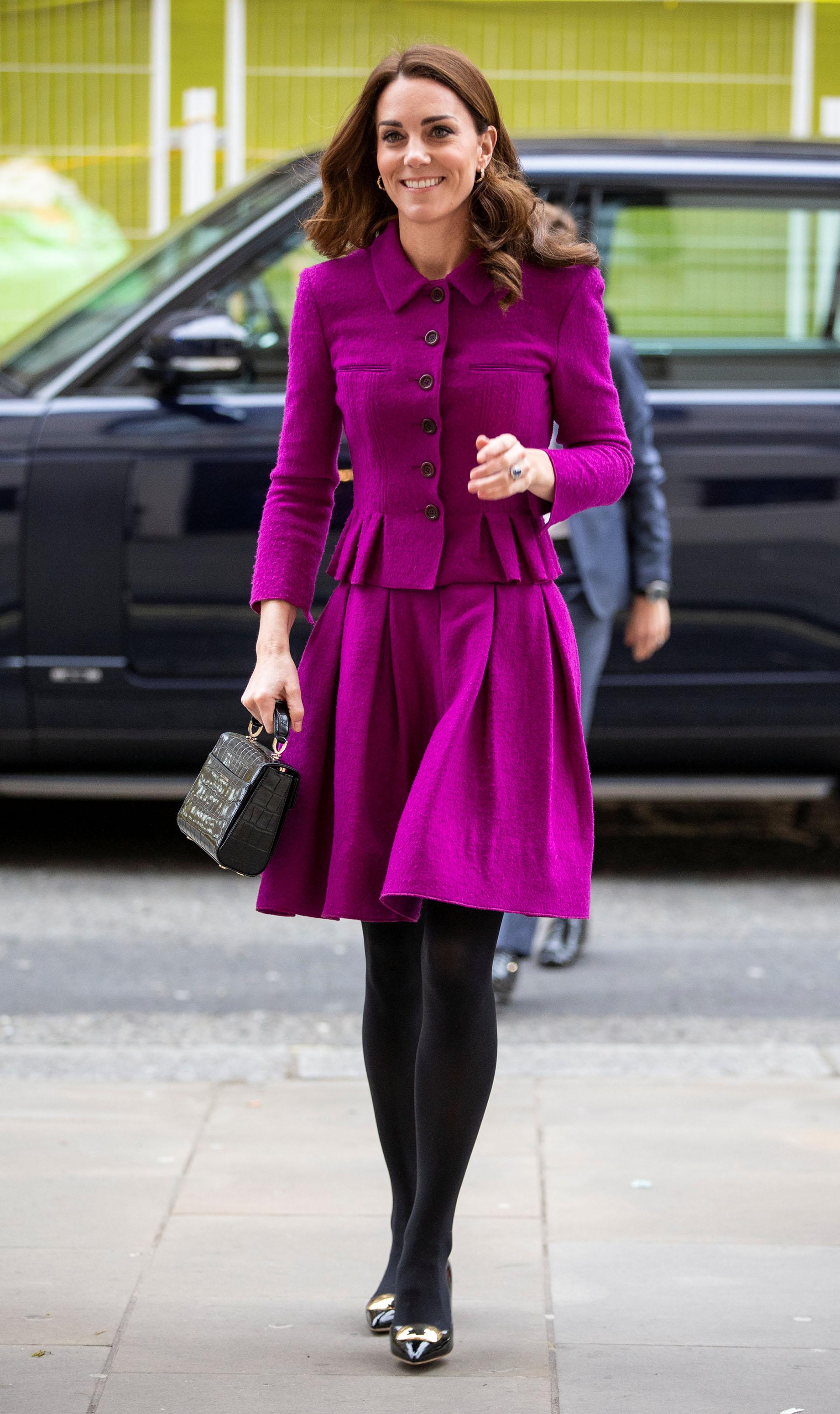 Catalina siempre marca tendencia con sus estilismos, aunque en esta ocasión, su look parecía inspirado en el gusto de la reina Isabel