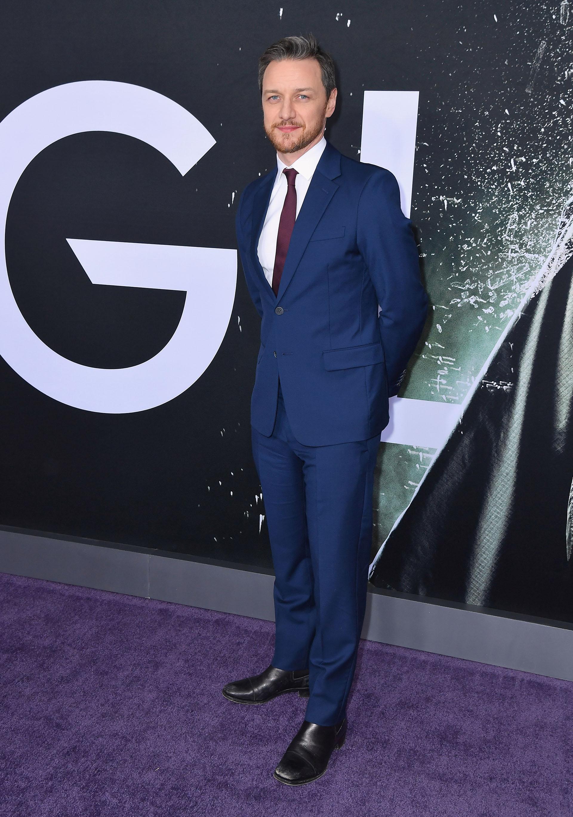 James McAvoy pasó por la red carpet con un traje impecable