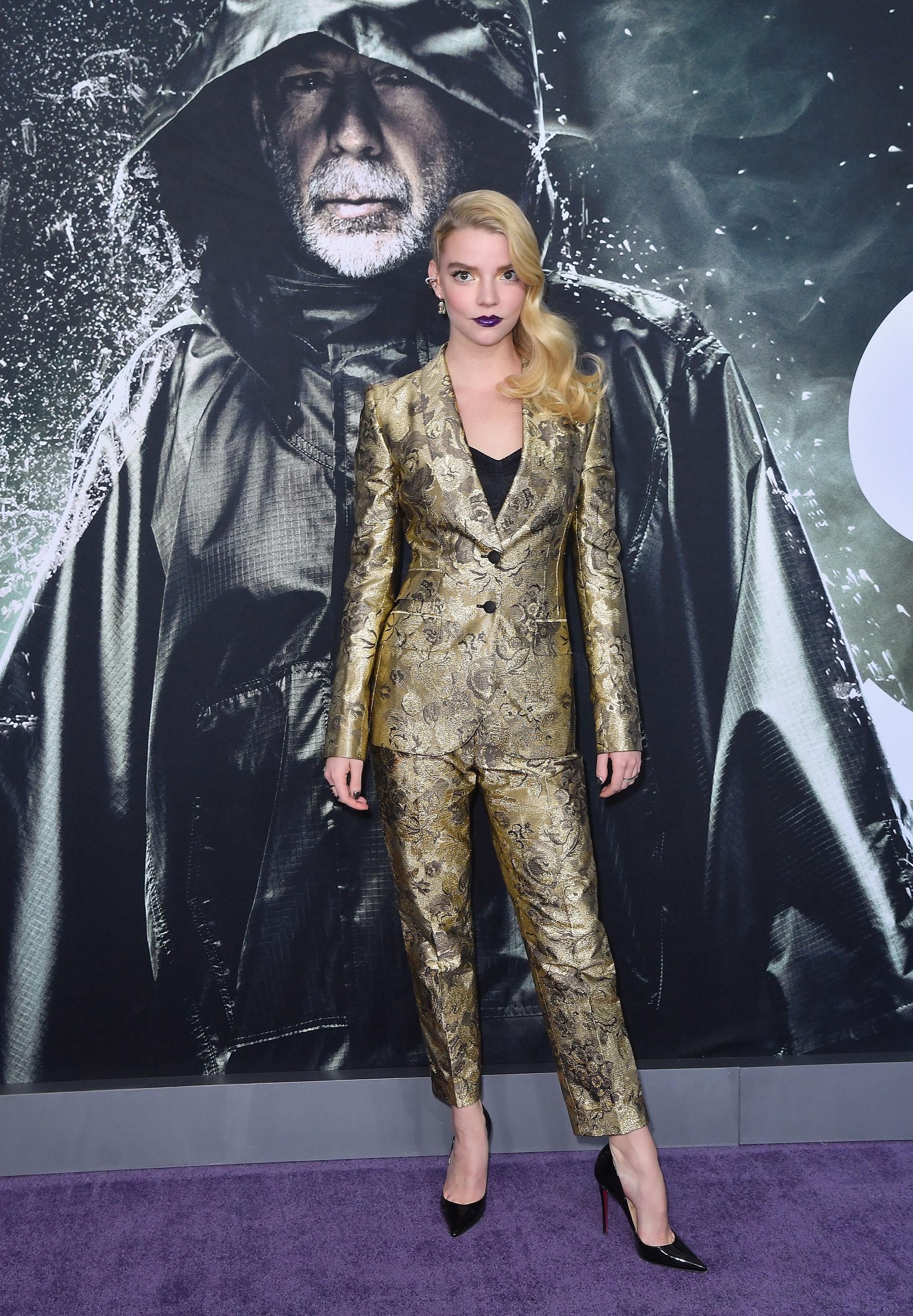 Anya Taylor-Joy con un espectacular traje dorado