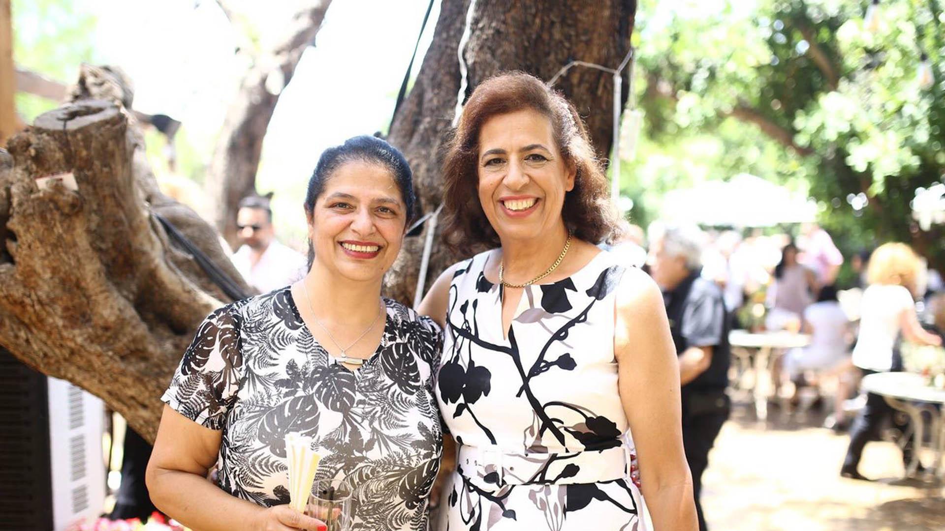 A la izquierda, Lily Pereg; a su lado, Pyrhia Sarusi