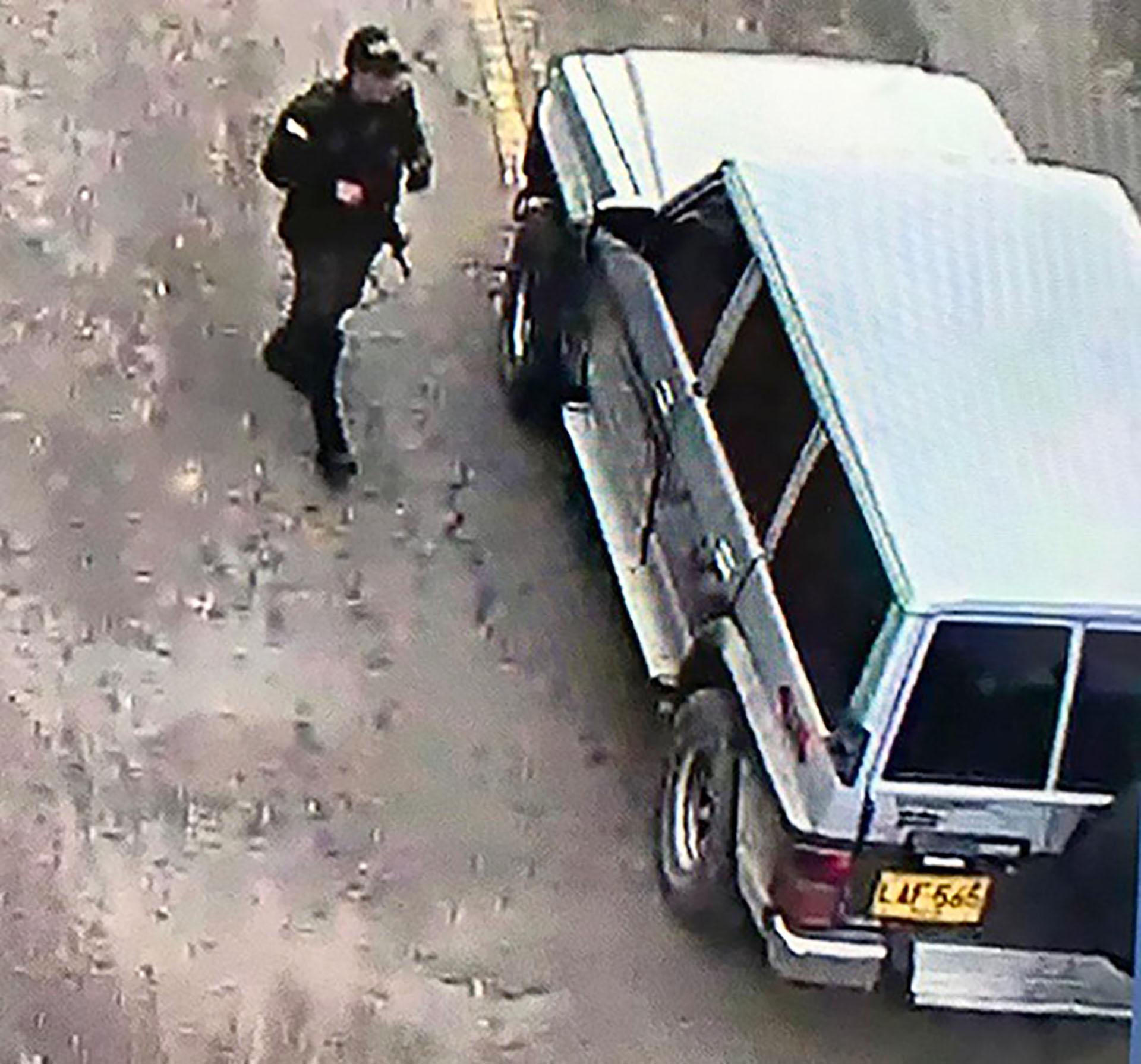 Esta es la camioneta Nissan Patrol, modelo 1993, que explotó dentro de la escuela policial.