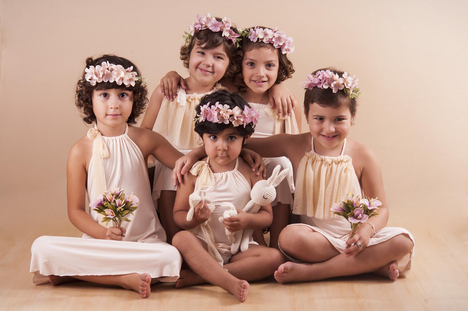 Al medio, Juanna. A la izquierda, Felicitas (6), a la derecha Guillermina (6). Arriba a la izquierda Celina (5) y a la derecha Zoe (6) (Gentileza Maité Arrieta Photography)
